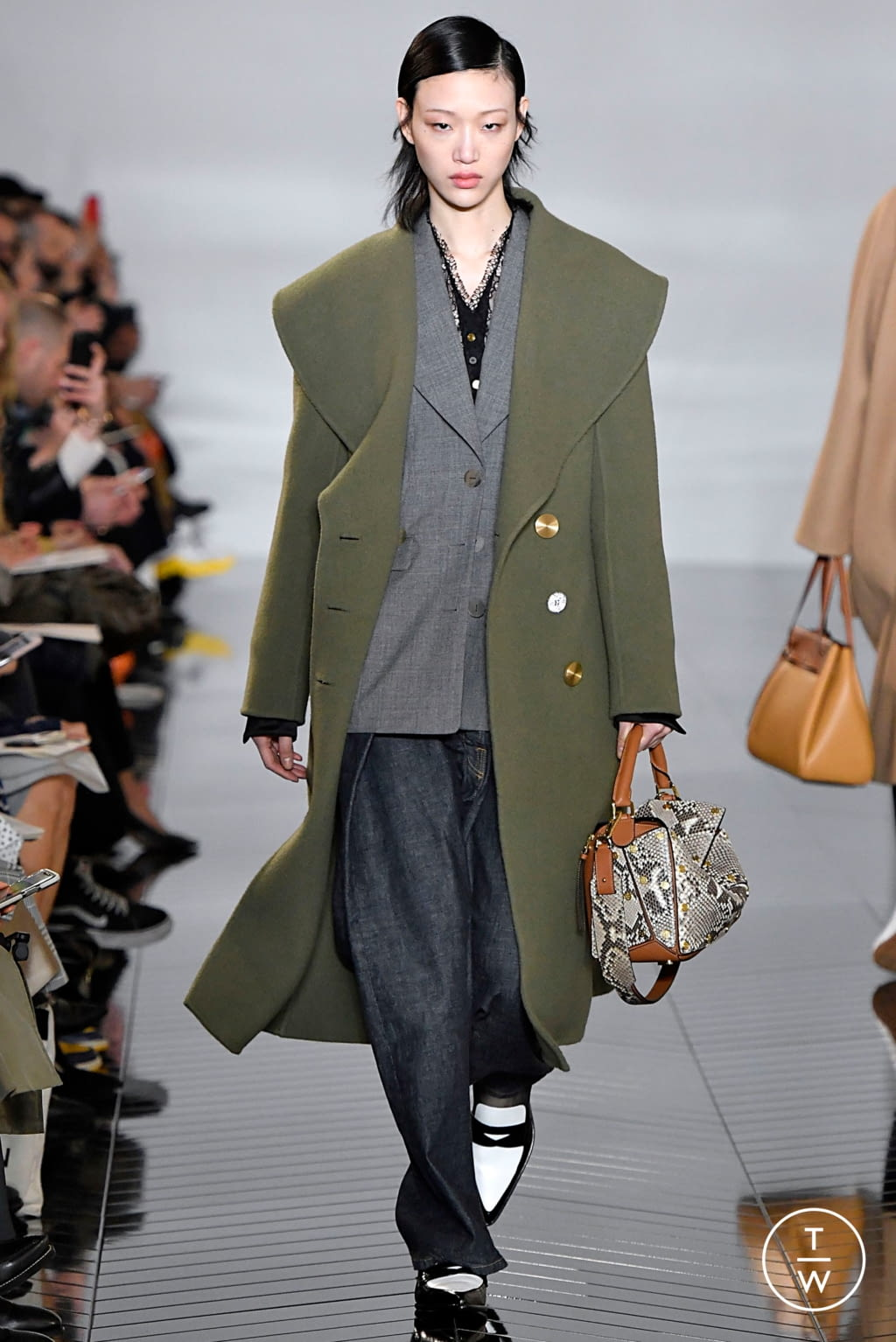 Fashion Week Paris Fall/Winter 2019 look 33 de la collection Loewe womenswear