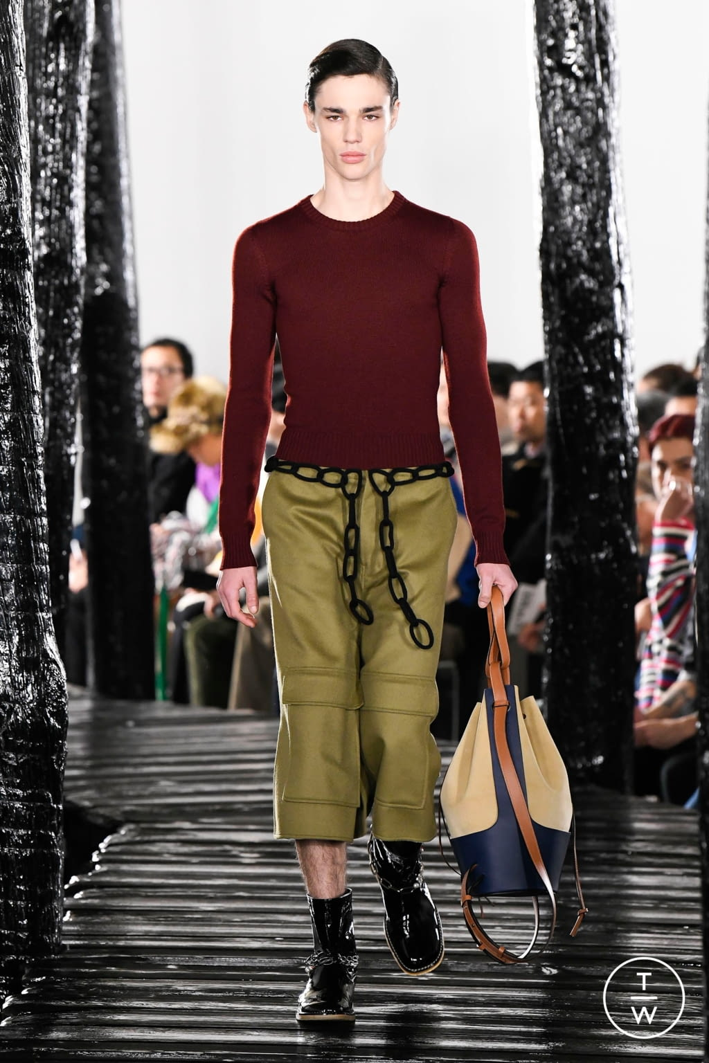 Fashion Week Paris Fall/Winter 2020 look 2 from the Loewe collection 男装
