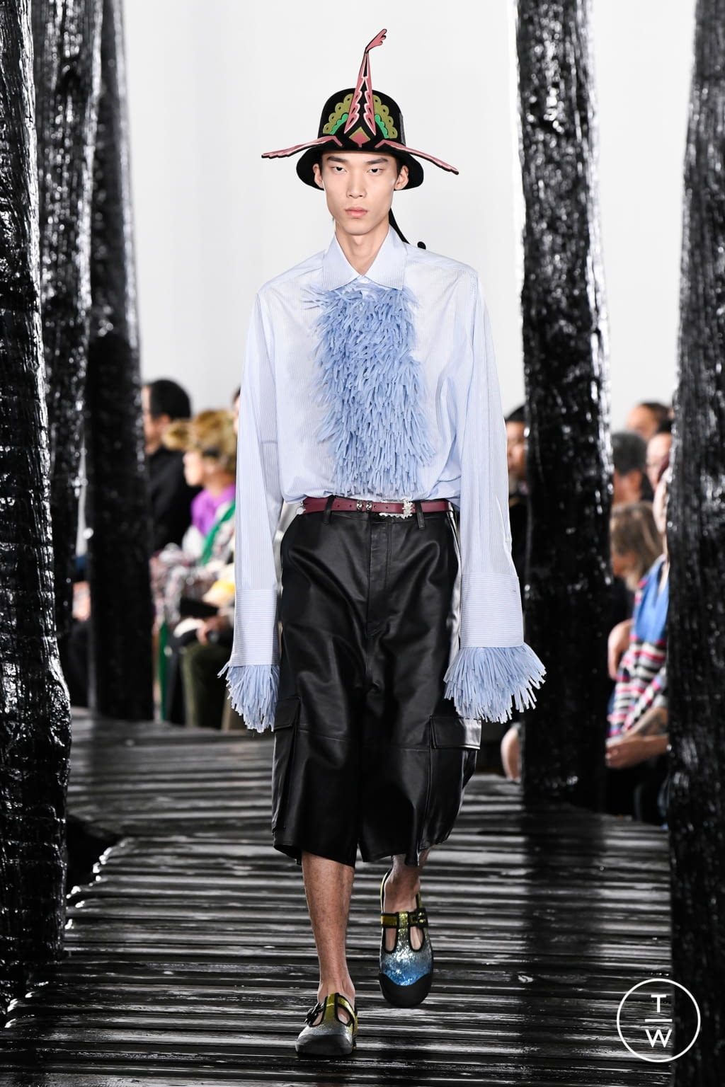 Fashion Week Paris Fall/Winter 2020 look 9 from the Loewe collection menswear