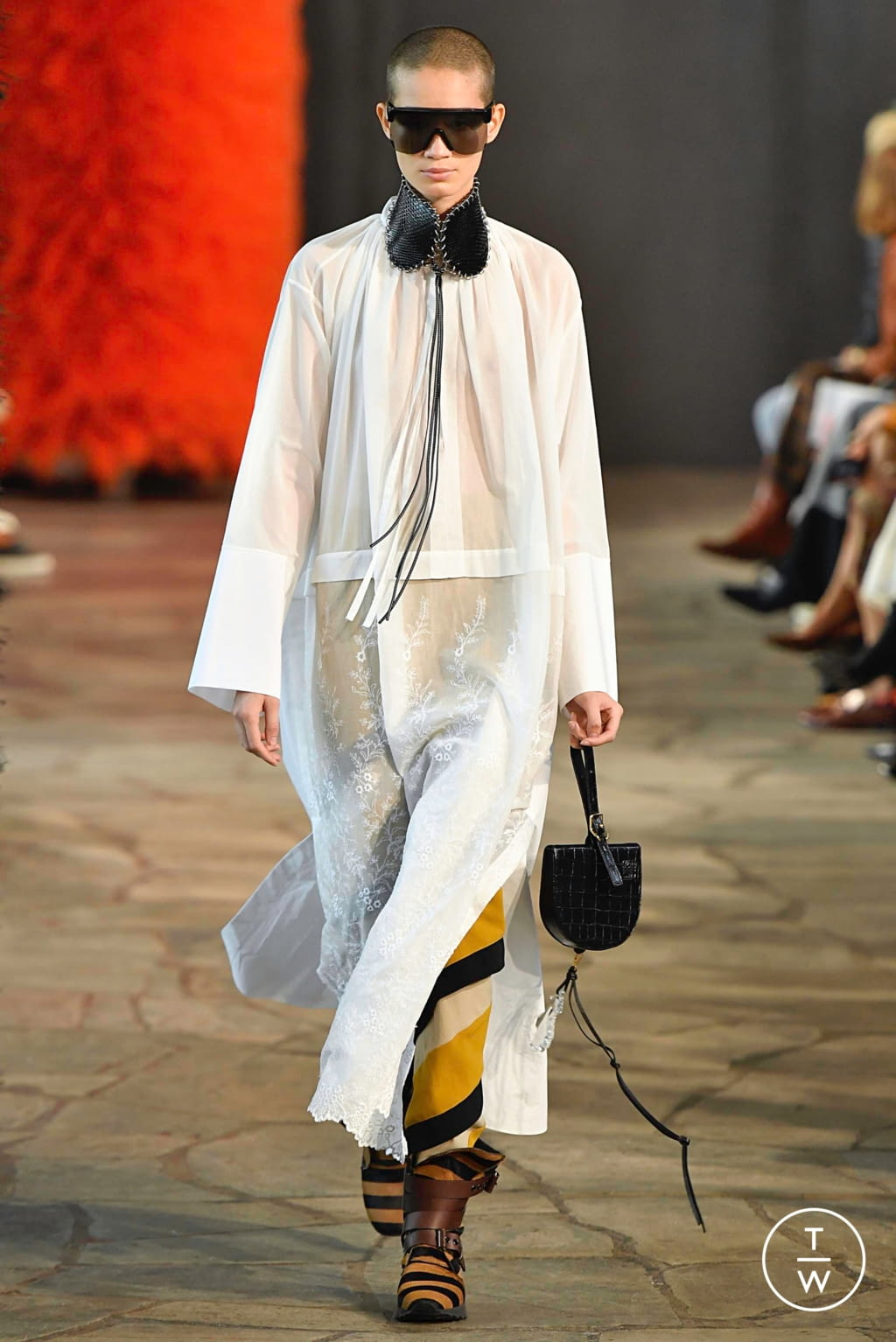 Fashion Week Paris Spring/Summer 2019 look 7 from the Loewe collection womenswear