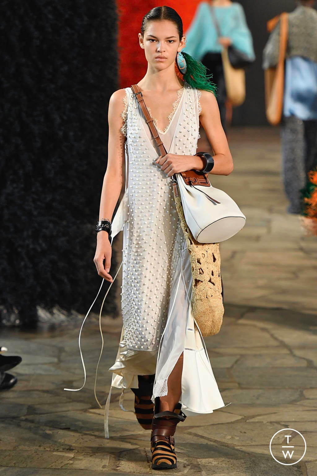 Fashion Week Paris Spring/Summer 2019 look 37 from the Loewe collection womenswear