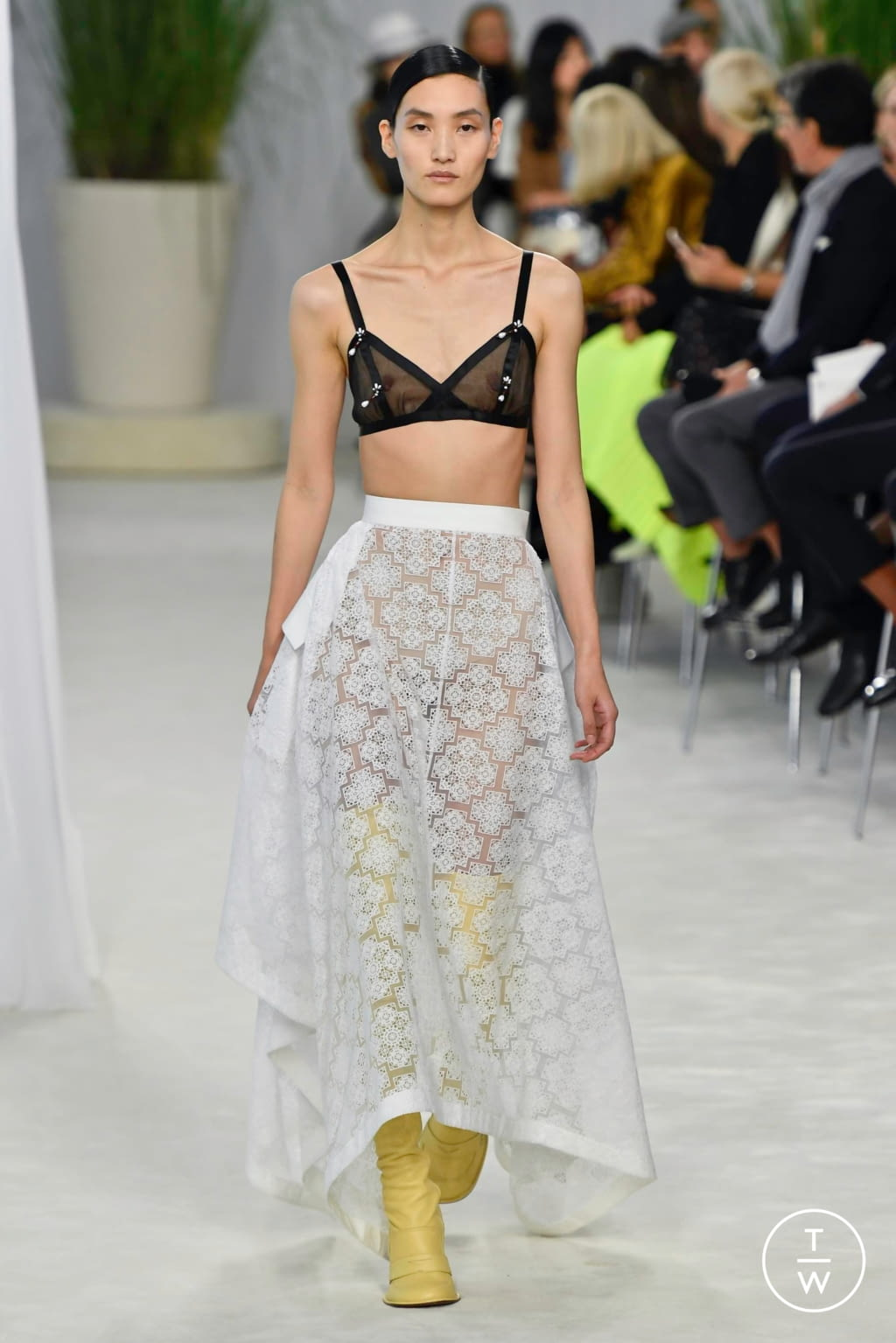 Fashion Week Paris Spring/Summer 2020 look 4 from the Loewe collection womenswear