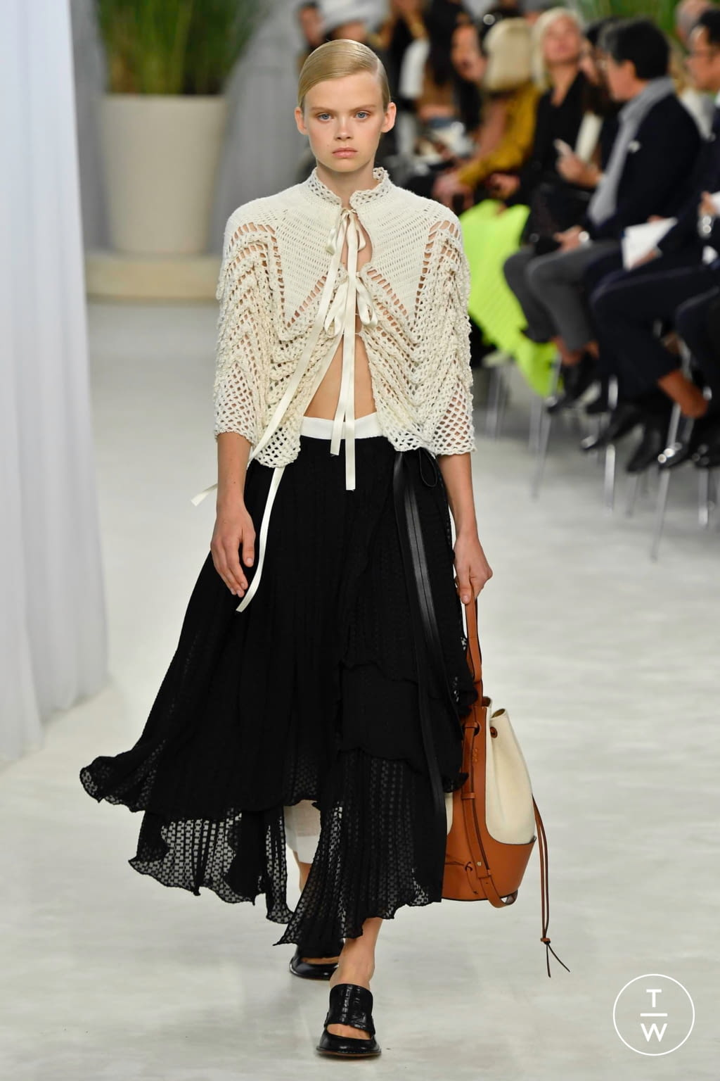 Fashion Week Paris Spring/Summer 2020 look 10 from the Loewe collection womenswear