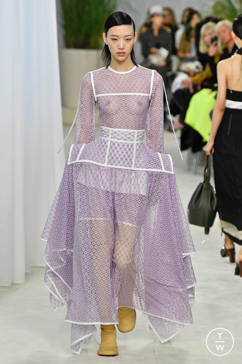 Fashion Week Paris Spring/Summer 2020 look 22 from the Loewe collection womenswear