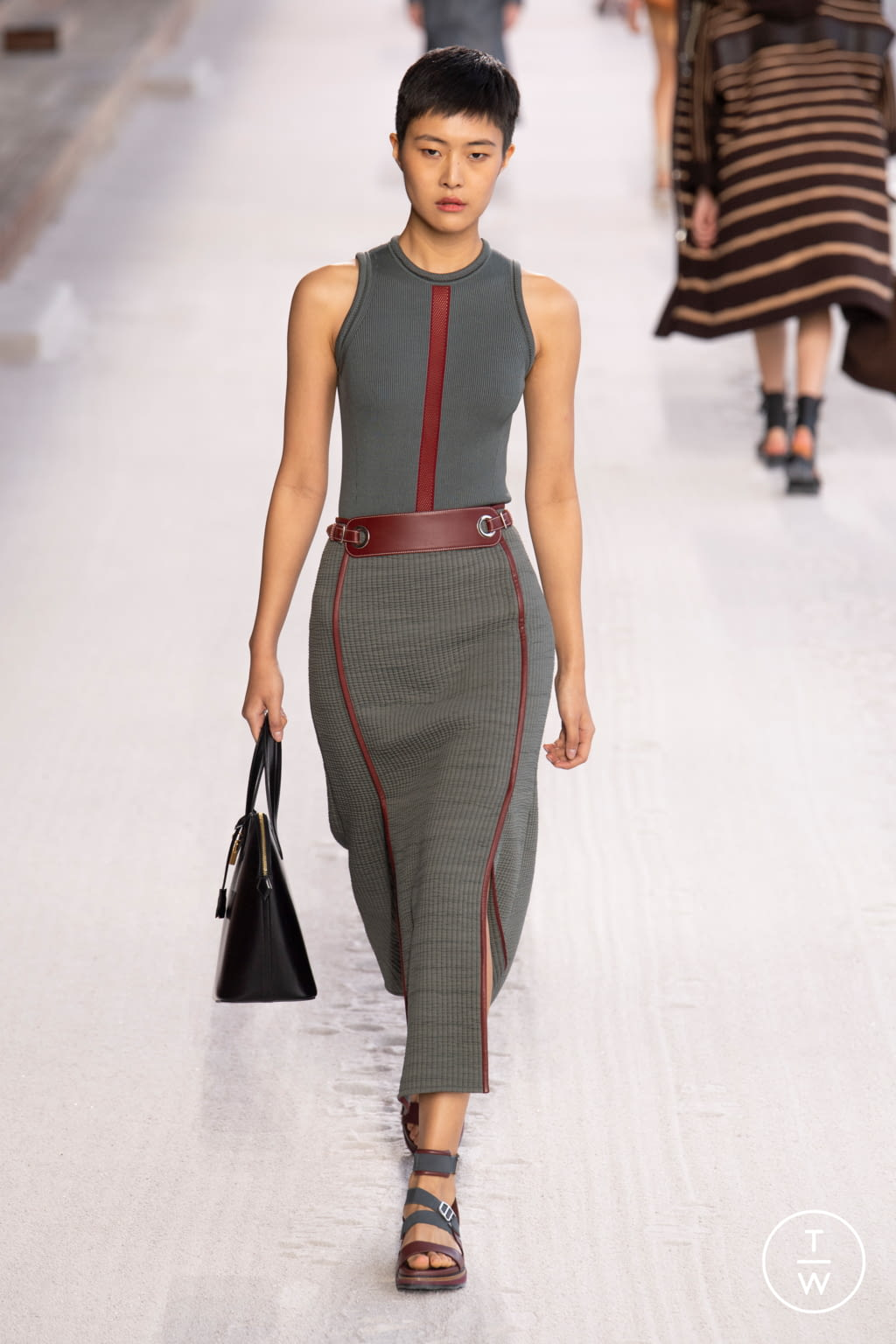 Fashion Week Paris Spring/Summer 2019 look 16 from the Hermès collection womenswear