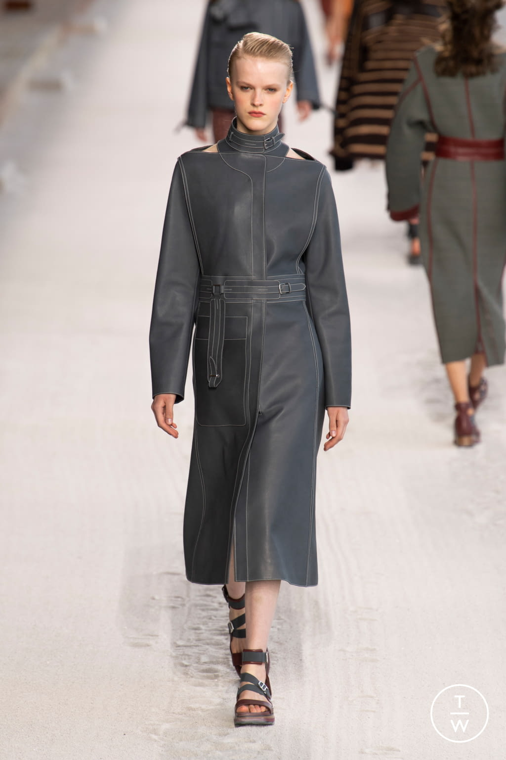 Fashion Week Paris Spring/Summer 2019 look 17 from the Hermès collection womenswear