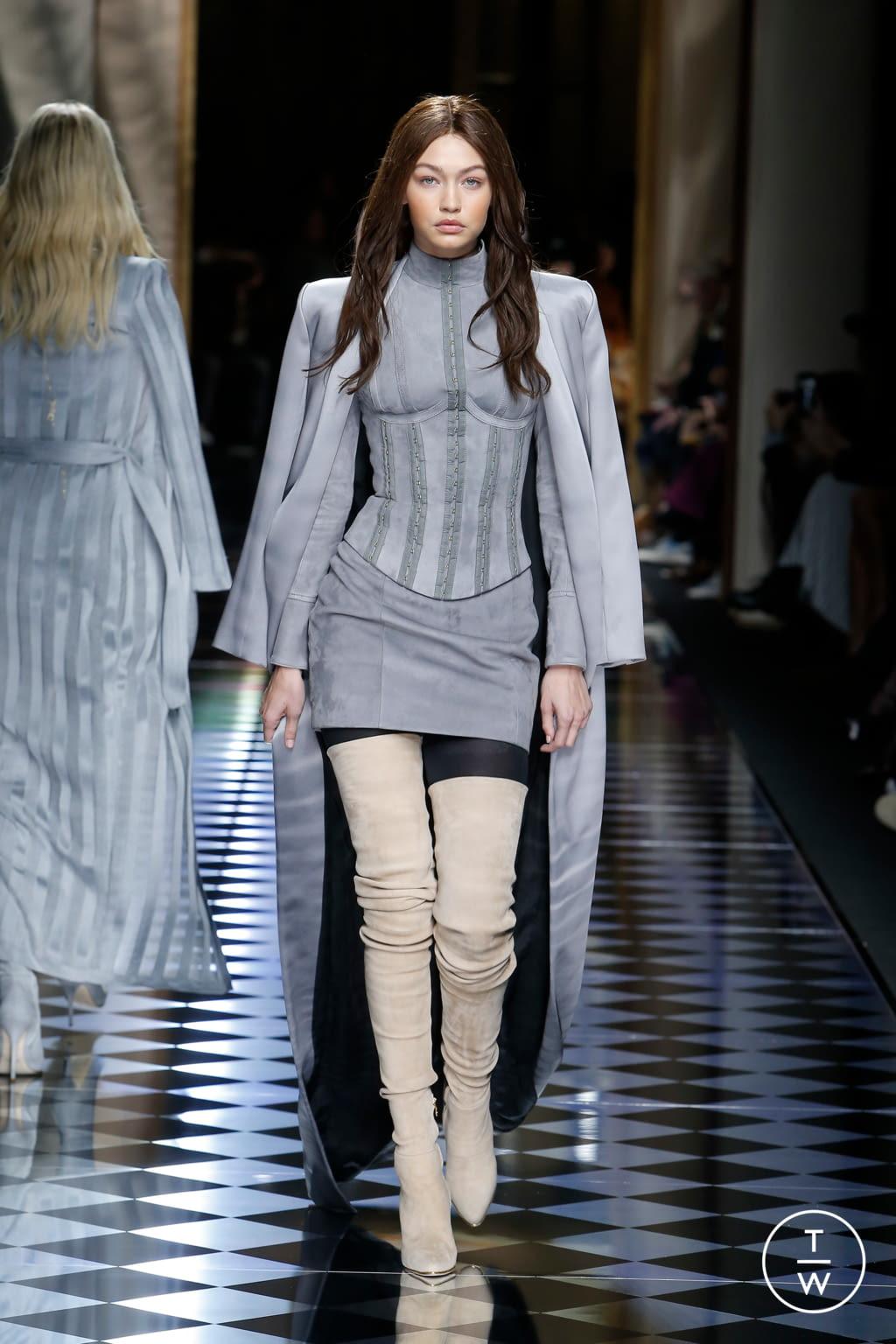 Fashion Week Paris Fall/Winter 2016 look 2 from the Balmain collection womenswear