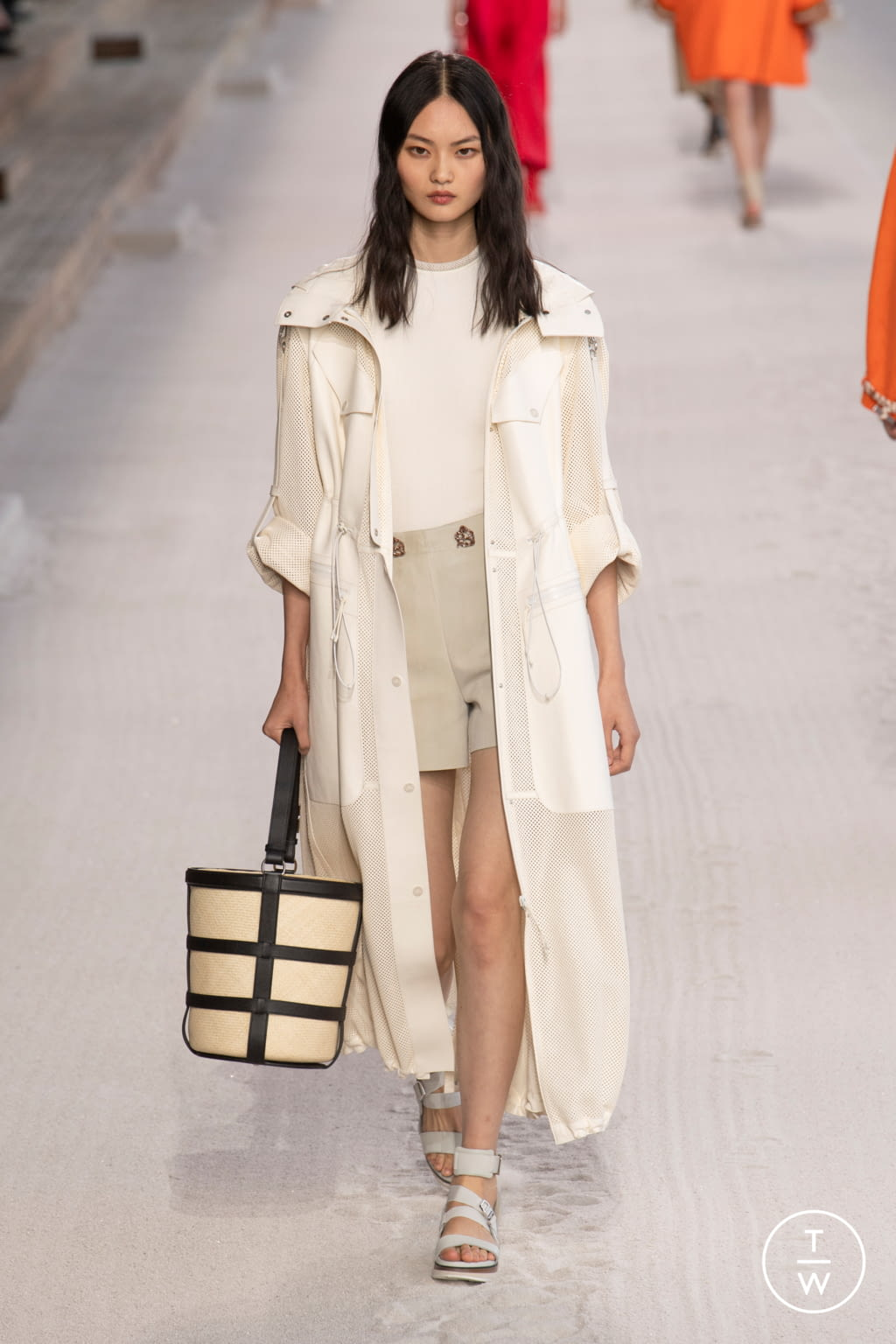 Fashion Week Paris Spring/Summer 2019 look 28 from the Hermès collection womenswear