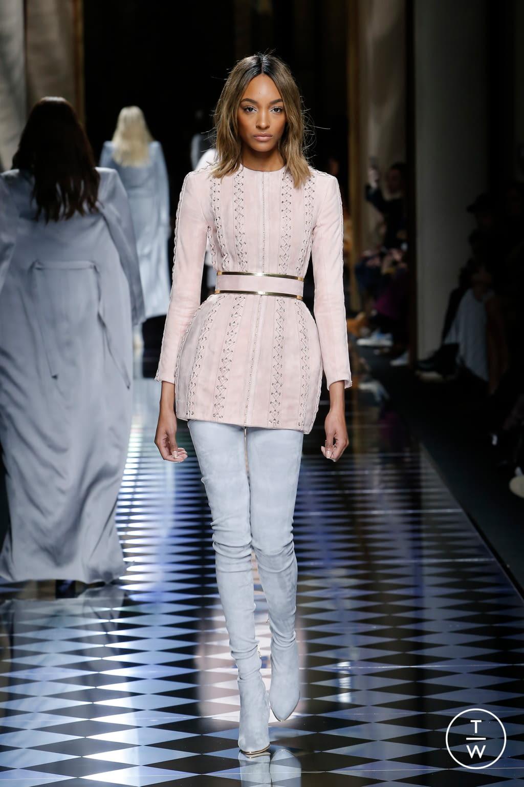 Fashion Week Paris Fall/Winter 2016 look 3 from the Balmain collection womenswear