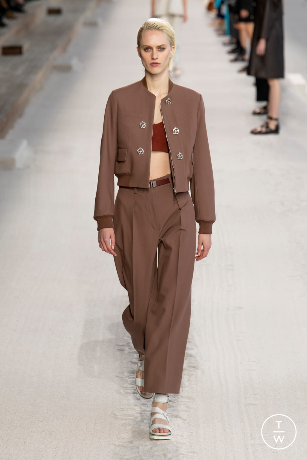 Fashion Week Paris Spring/Summer 2019 look 42 from the Hermès collection 女装