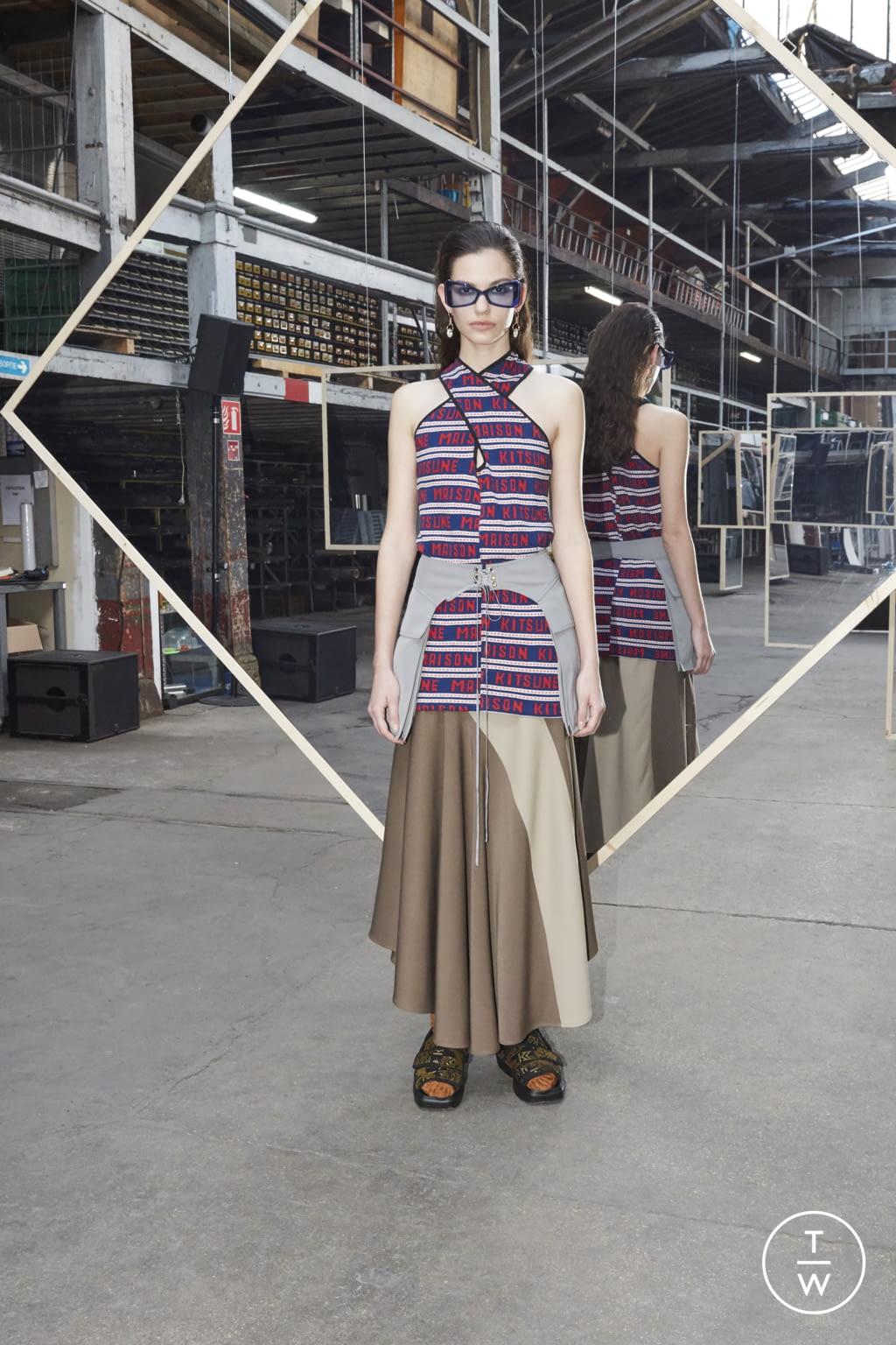 Fashion Week Paris Fall/Winter 2020 look 24 de la collection Maison Kitsuné womenswear