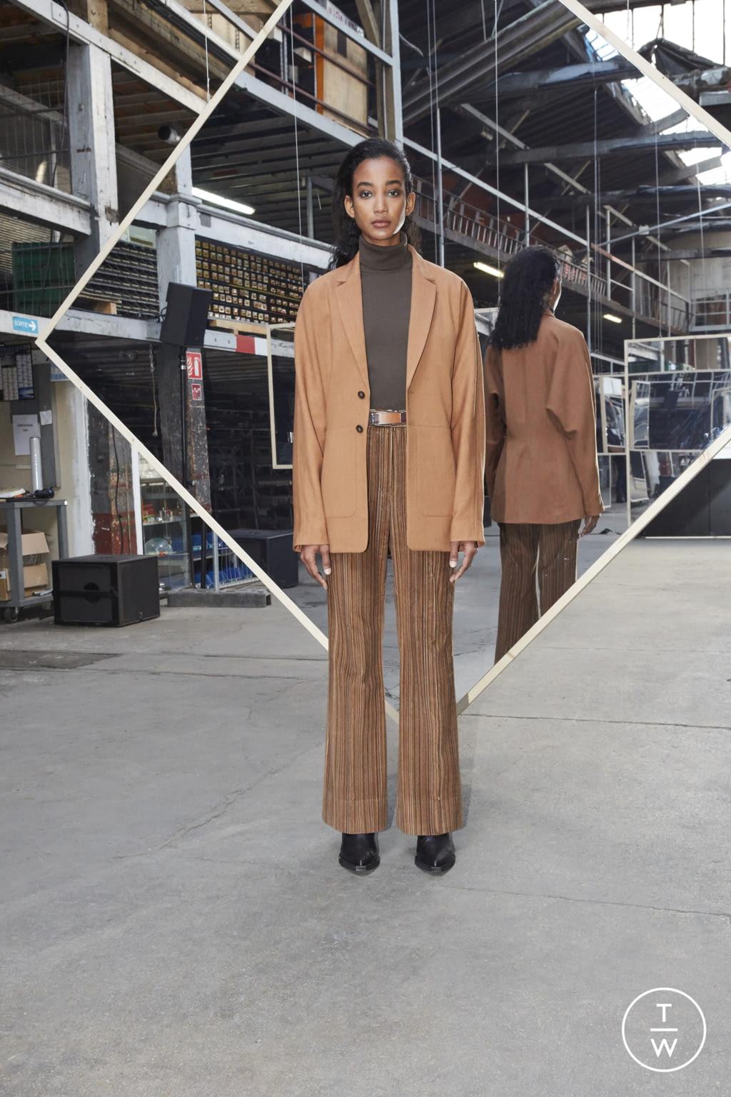 Fashion Week Paris Fall/Winter 2020 look 28 de la collection Maison Kitsuné womenswear