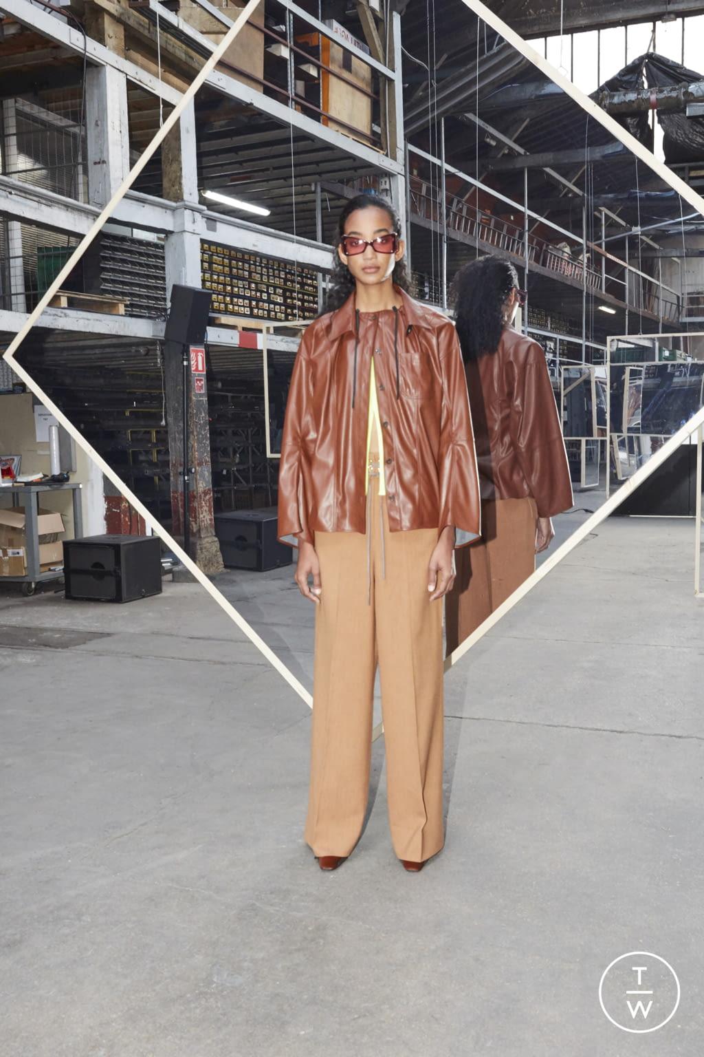 Fashion Week Paris Fall/Winter 2020 look 29 de la collection Maison Kitsuné womenswear