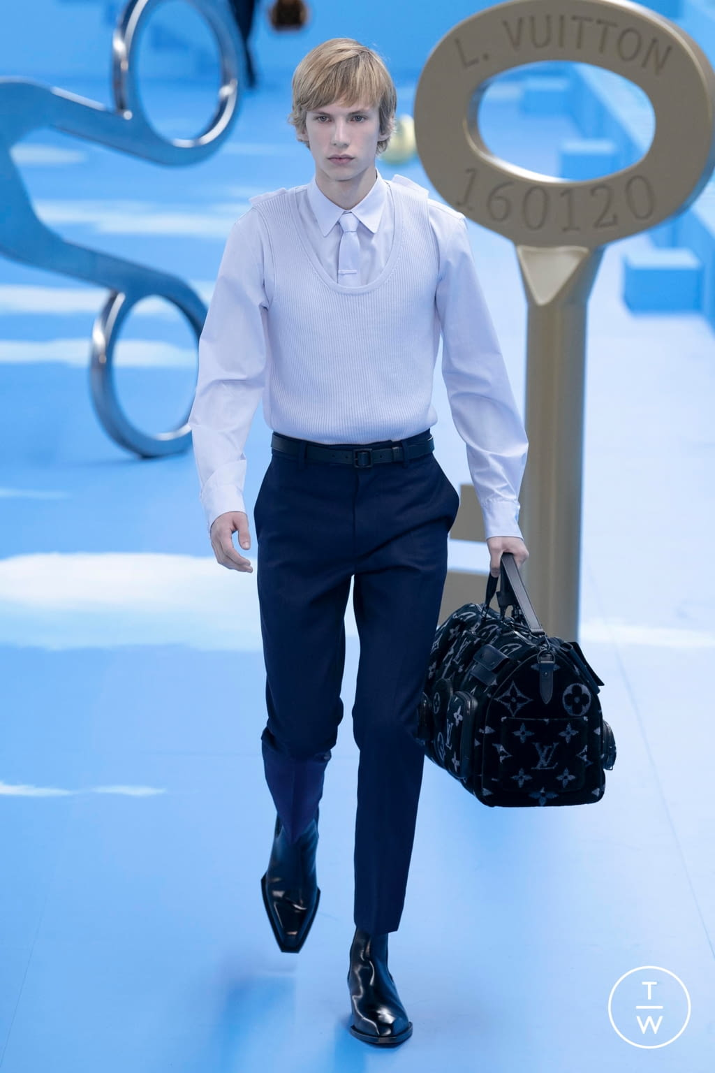 Fashion Week Paris Fall/Winter 2020 look 7 from the Louis Vuitton collection menswear