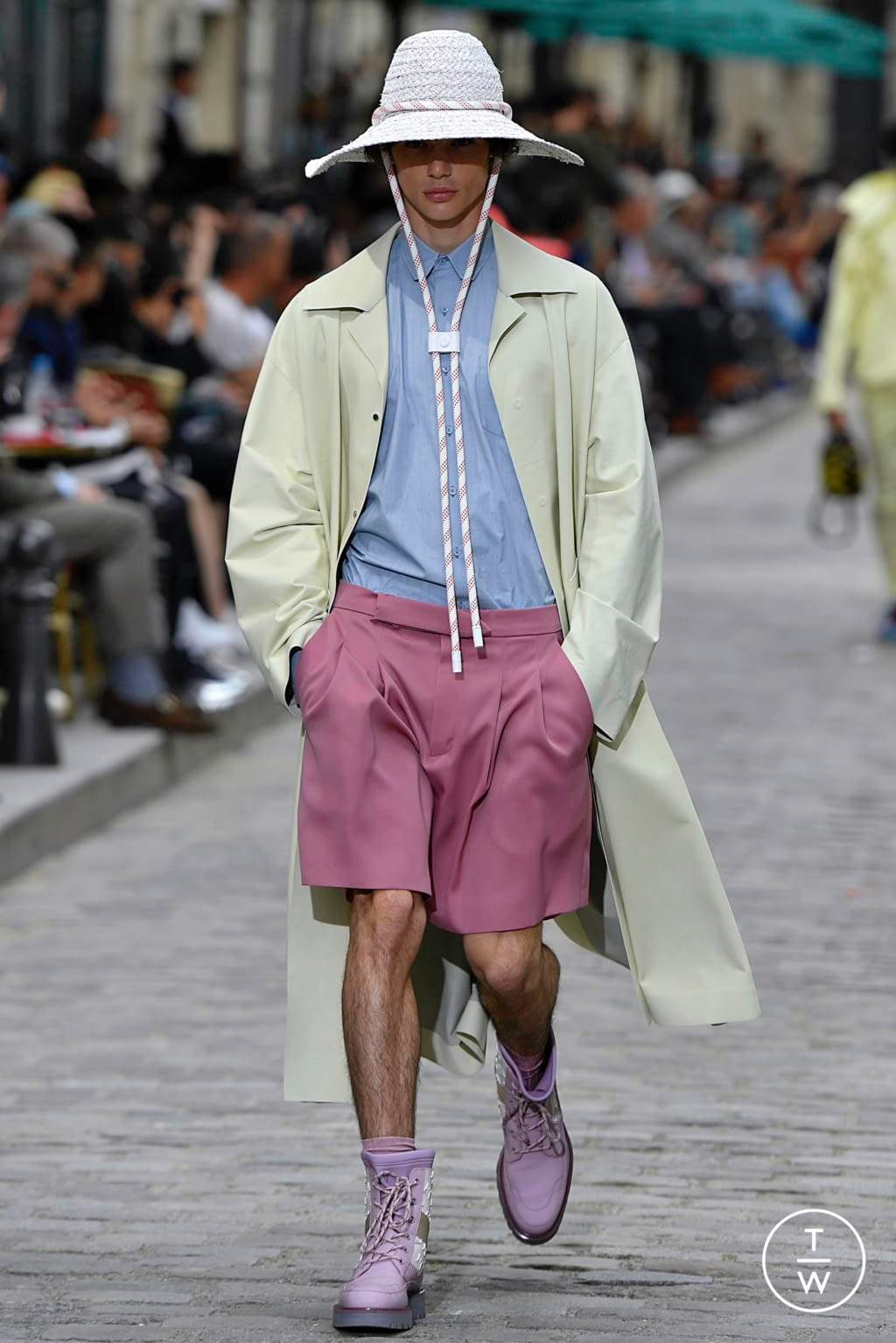 Fashion Week Paris Spring/Summer 2020 look 4 from the Louis Vuitton collection menswear