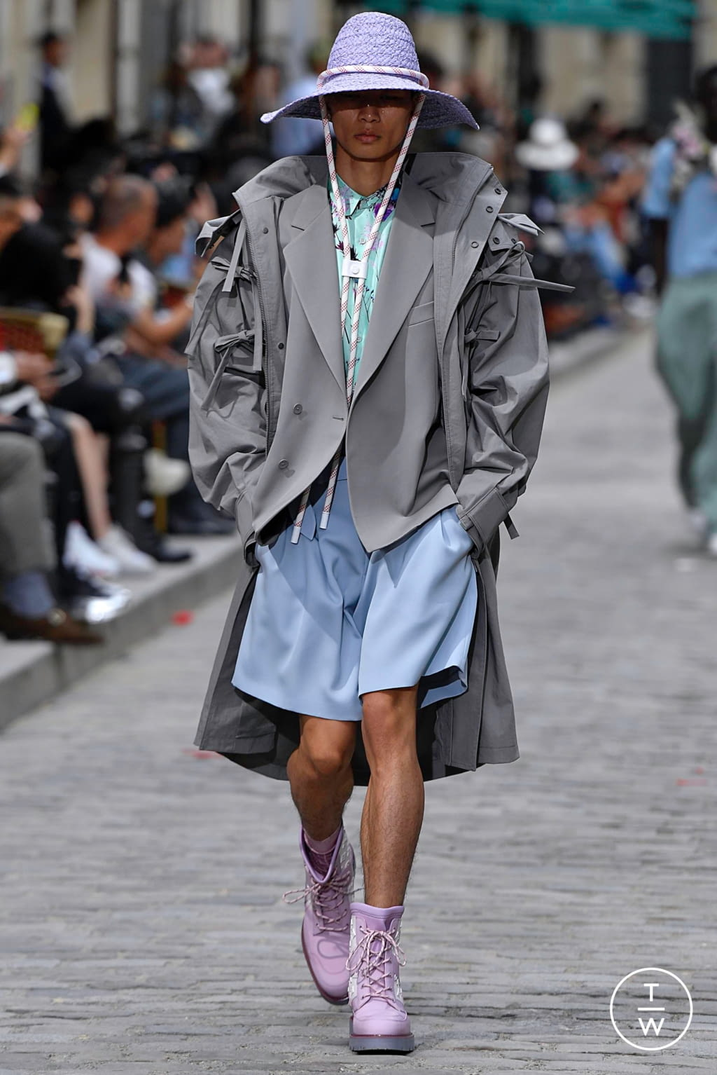 Fashion Week Paris Spring/Summer 2020 look 6 from the Louis Vuitton collection menswear
