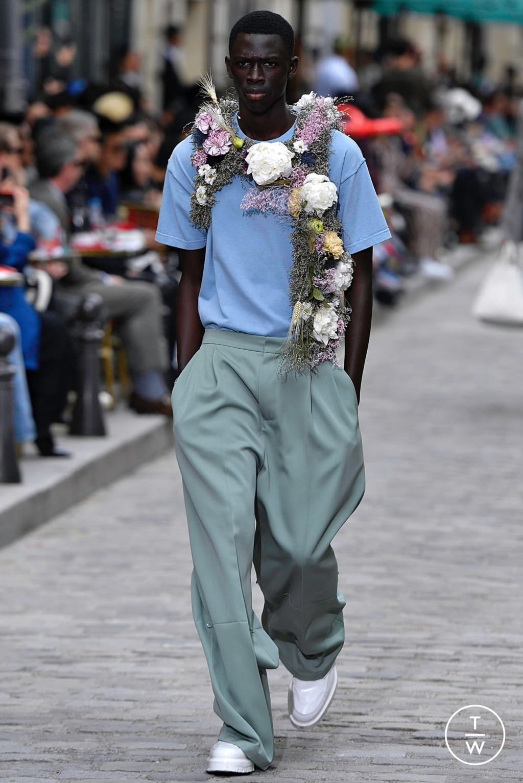 Fashion Week Paris Spring/Summer 2020 look 7 from the Louis Vuitton collection menswear