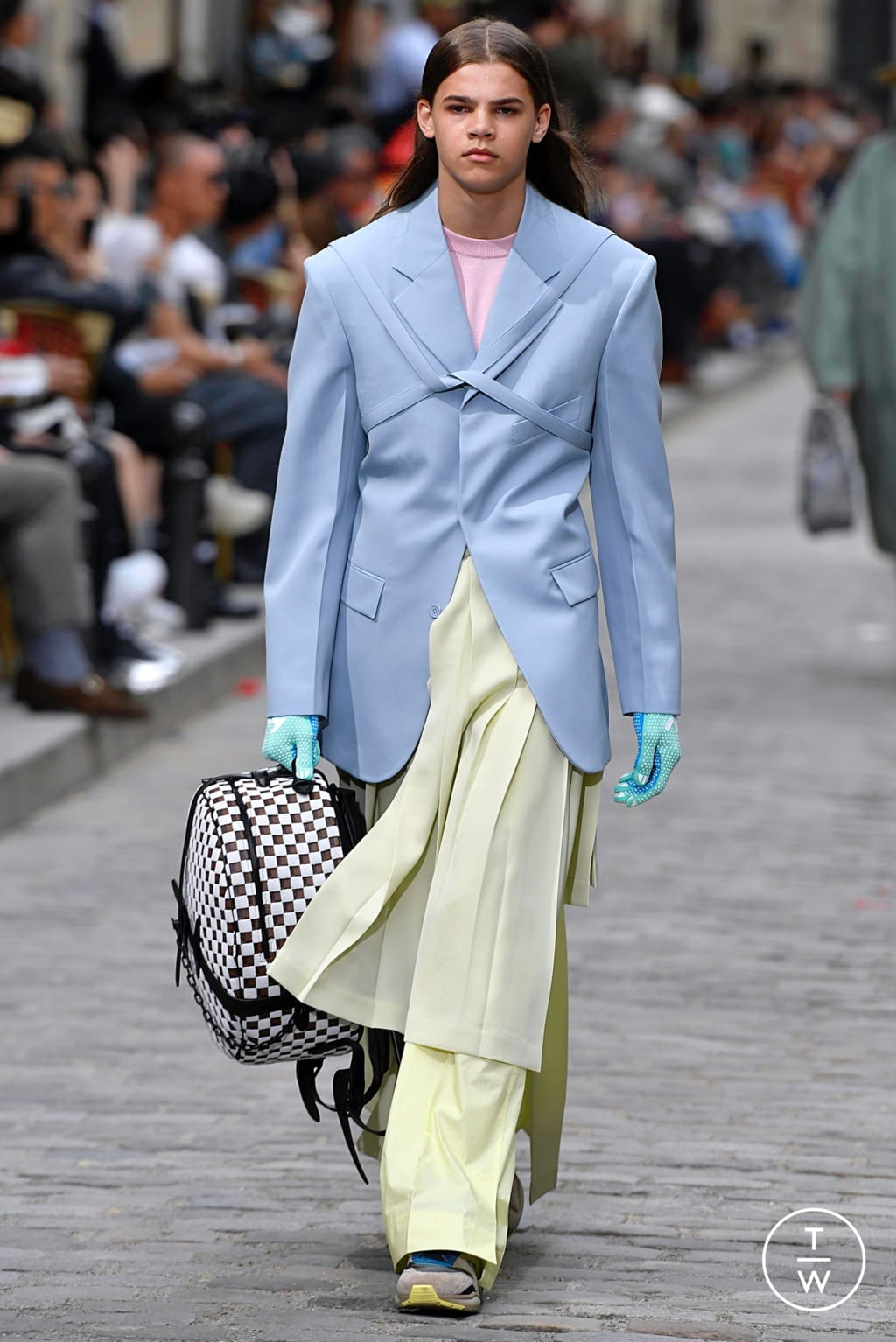 Fashion Week Paris Spring/Summer 2020 look 9 from the Louis Vuitton collection menswear