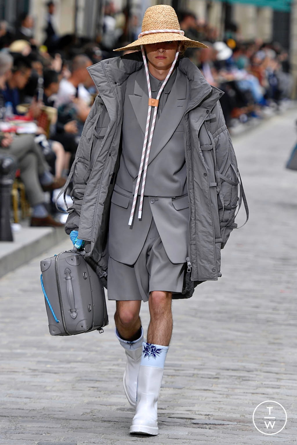 Fashion Week Paris Spring/Summer 2020 look 32 from the Louis Vuitton collection menswear