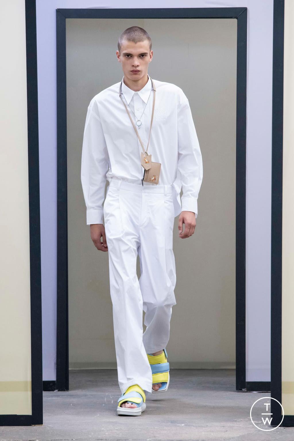 Fashion Week Paris Spring/Summer 2020 look 10 de la collection Maison Kitsuné menswear
