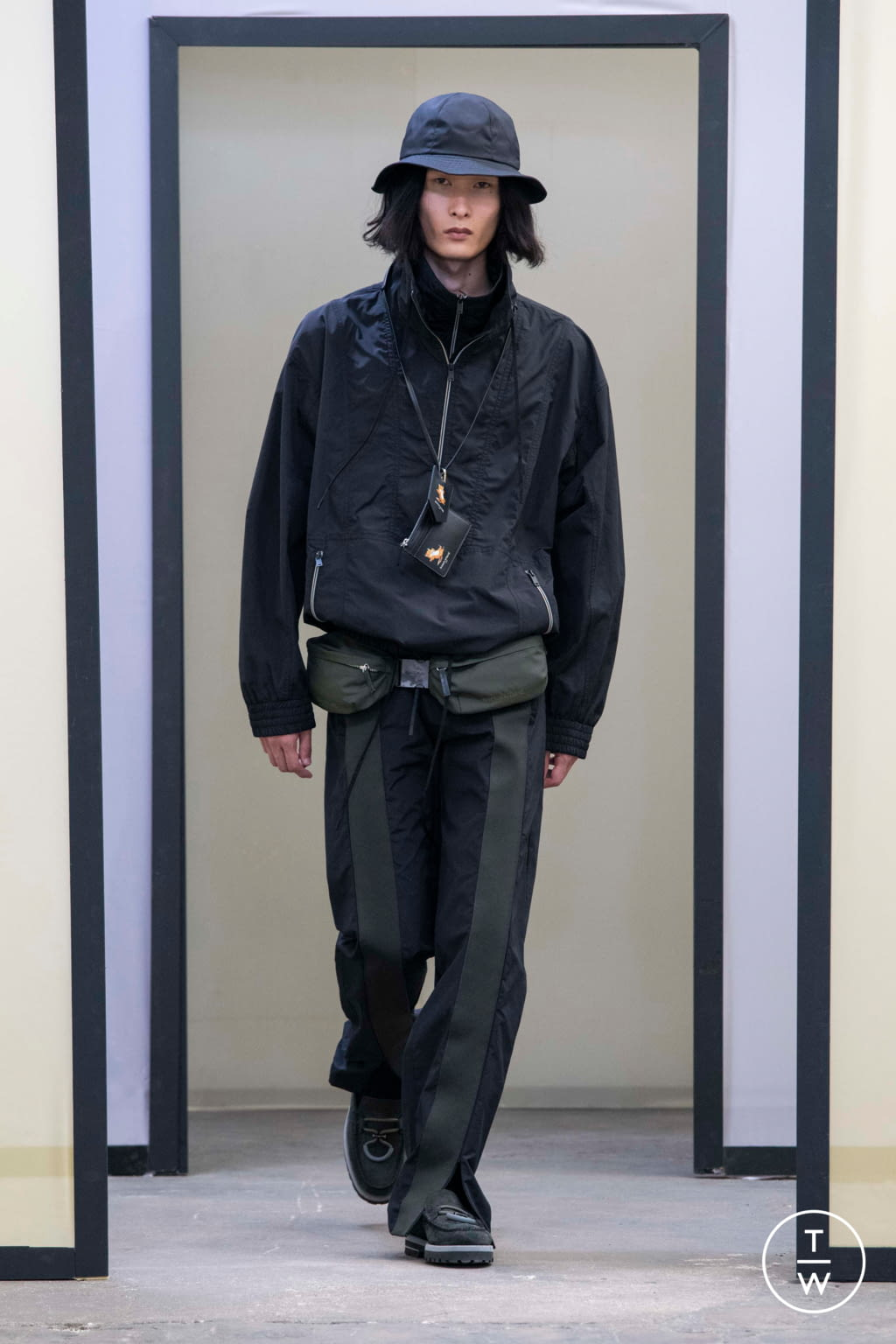 Fashion Week Paris Spring/Summer 2020 look 15 from the Maison Kitsuné collection menswear