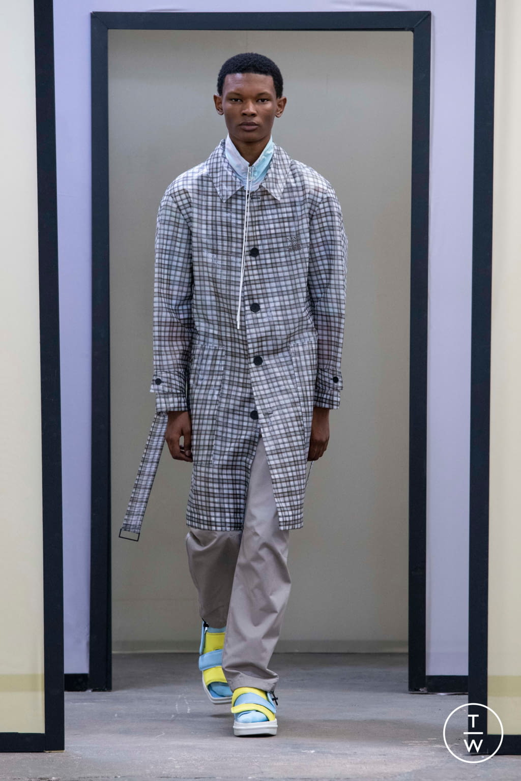 Fashion Week Paris Spring/Summer 2020 look 16 de la collection Maison Kitsuné menswear