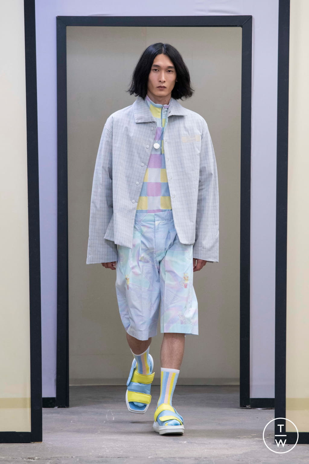 Fashion Week Paris Spring/Summer 2020 look 18 from the Maison Kitsuné collection menswear