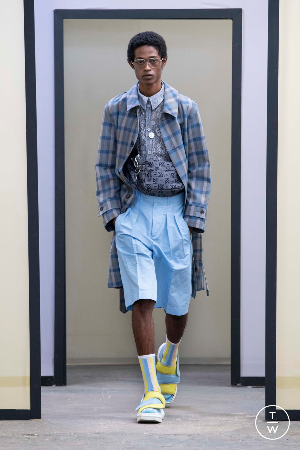 Fashion Week Paris Spring/Summer 2020 look 25 from the Maison Kitsuné collection menswear