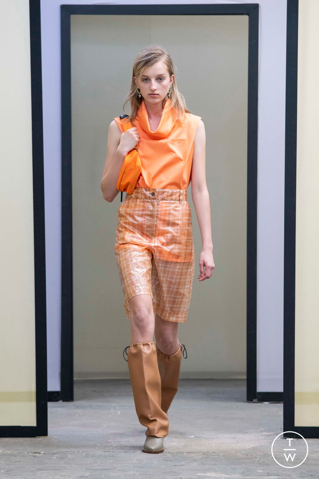 Fashion Week Paris Spring/Summer 2020 look 32 from the Maison Kitsuné collection menswear