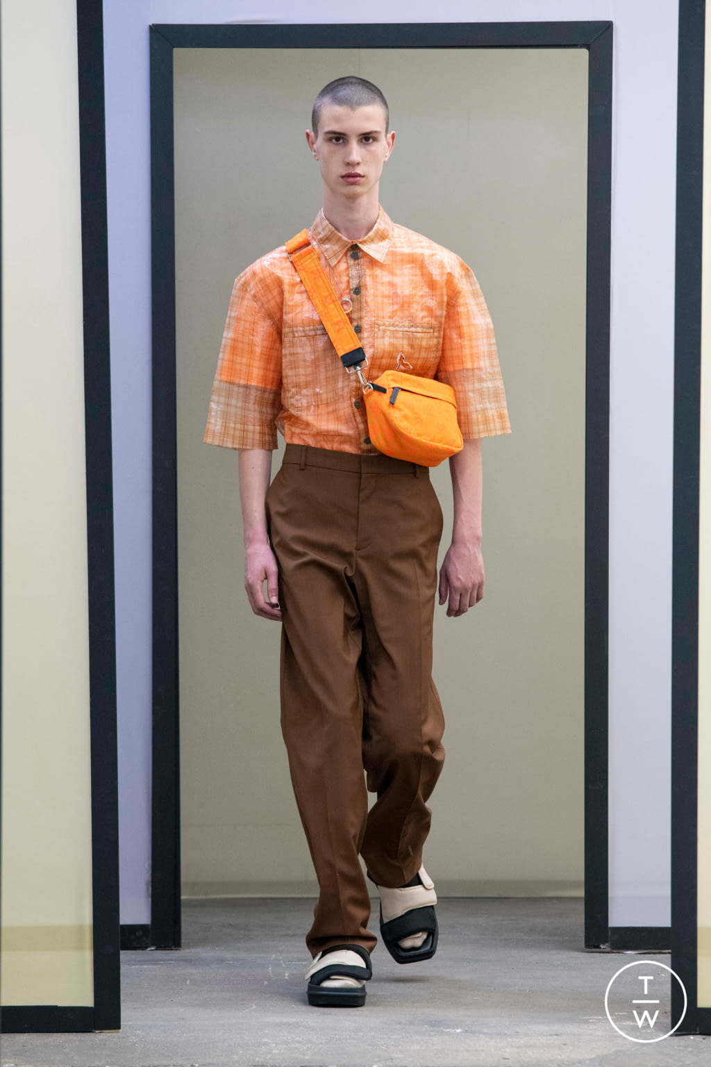 Fashion Week Paris Spring/Summer 2020 look 38 from the Maison Kitsuné collection menswear
