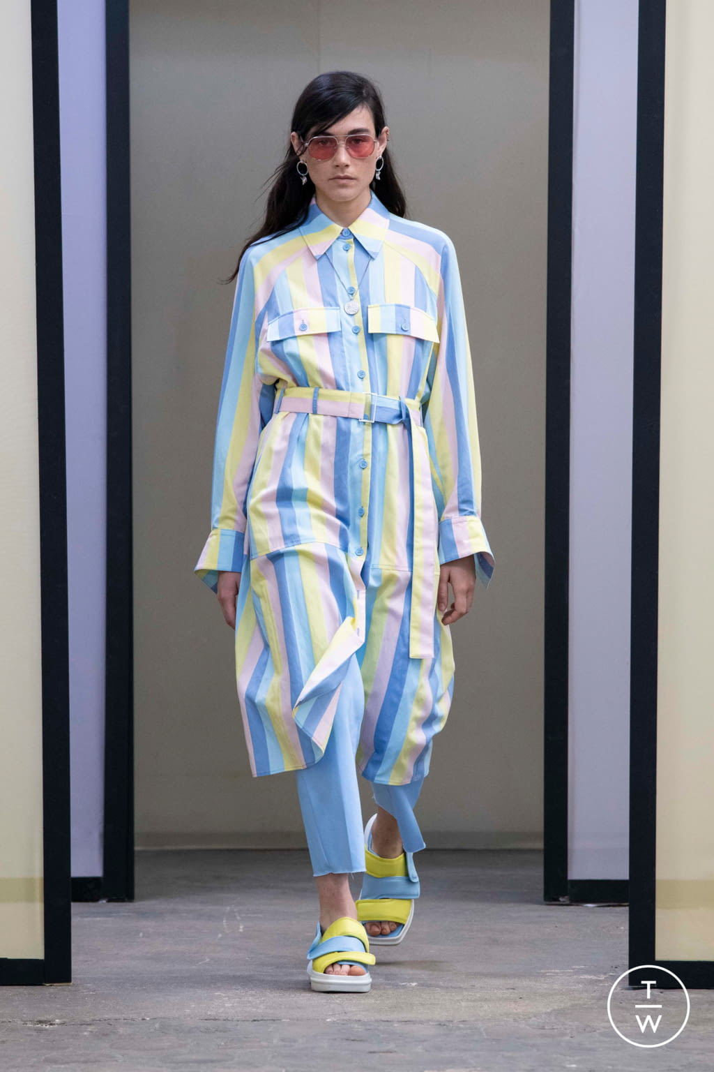 Fashion Week Paris Spring/Summer 2020 look 52 from the Maison Kitsuné collection menswear