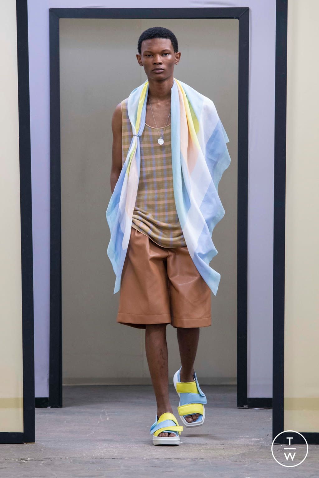 Fashion Week Paris Spring/Summer 2020 look 9 from the Maison Kitsuné collection menswear