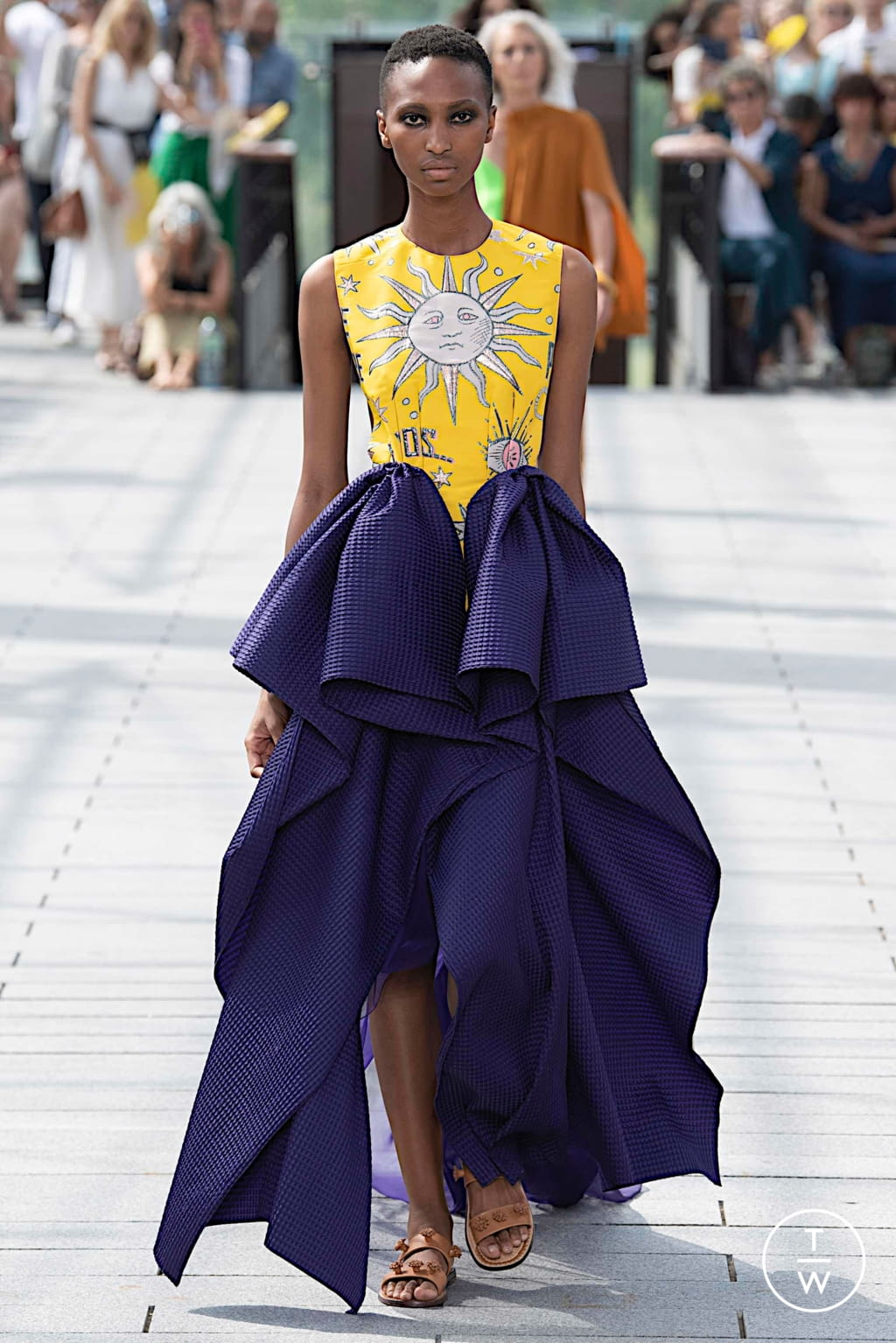 Fashion Week Paris Fall/Winter 2019 look 10 from the Maison Rabih Kayrouz collection couture
