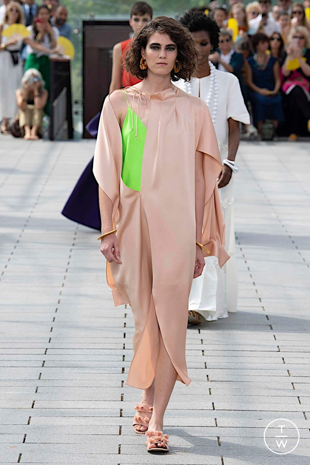 Fashion Week Paris Fall/Winter 2019 look 21 from the Maison Rabih Kayrouz collection couture