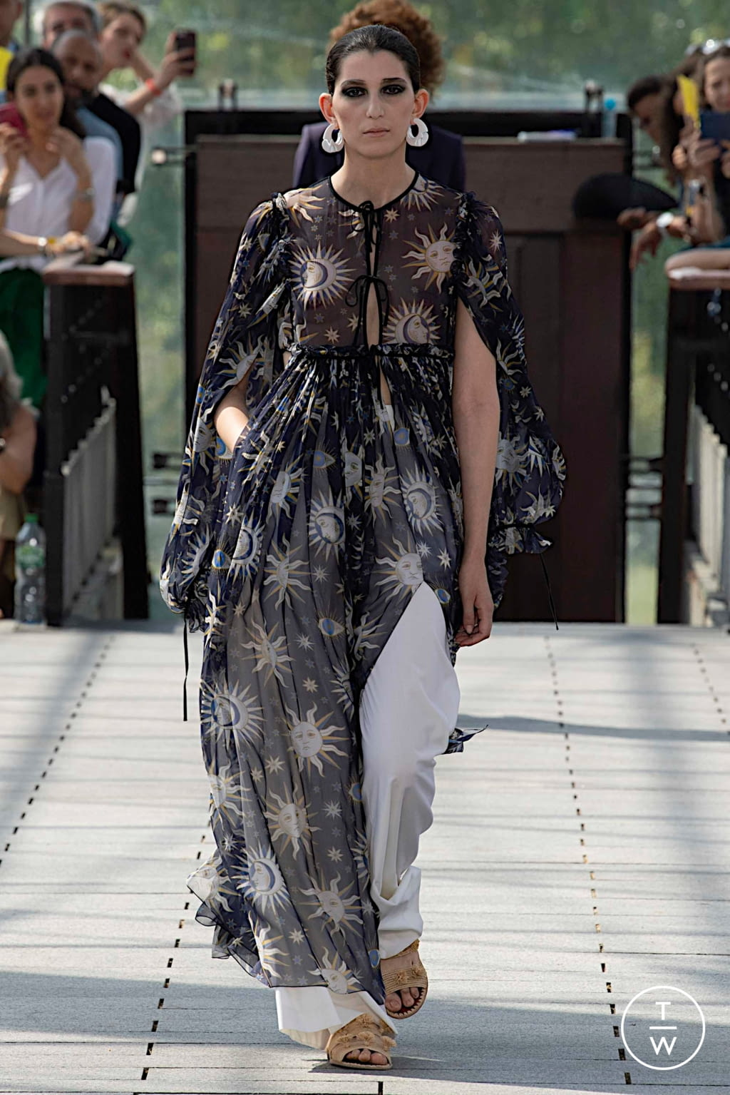 Fashion Week Paris Fall/Winter 2019 look 50 from the Maison Rabih Kayrouz collection couture