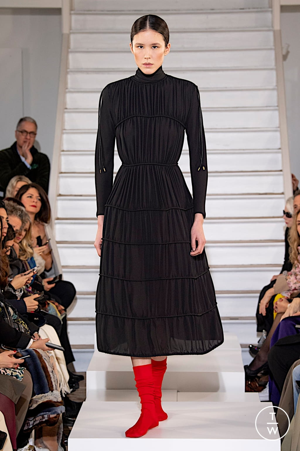 Fashion Week Paris Fall/Winter 2020 look 17 from the Maison Rabih Kayrouz collection couture