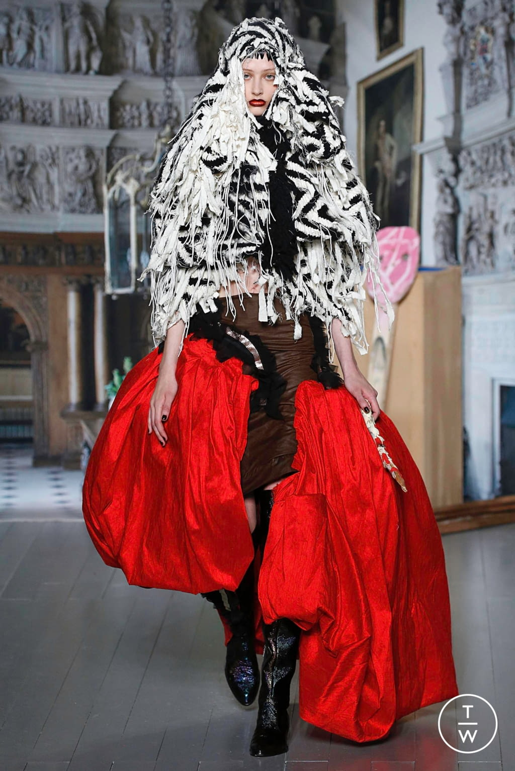 Fashion Week London Fall/Winter 2019 look 23 from the Matty Bovan collection 女装