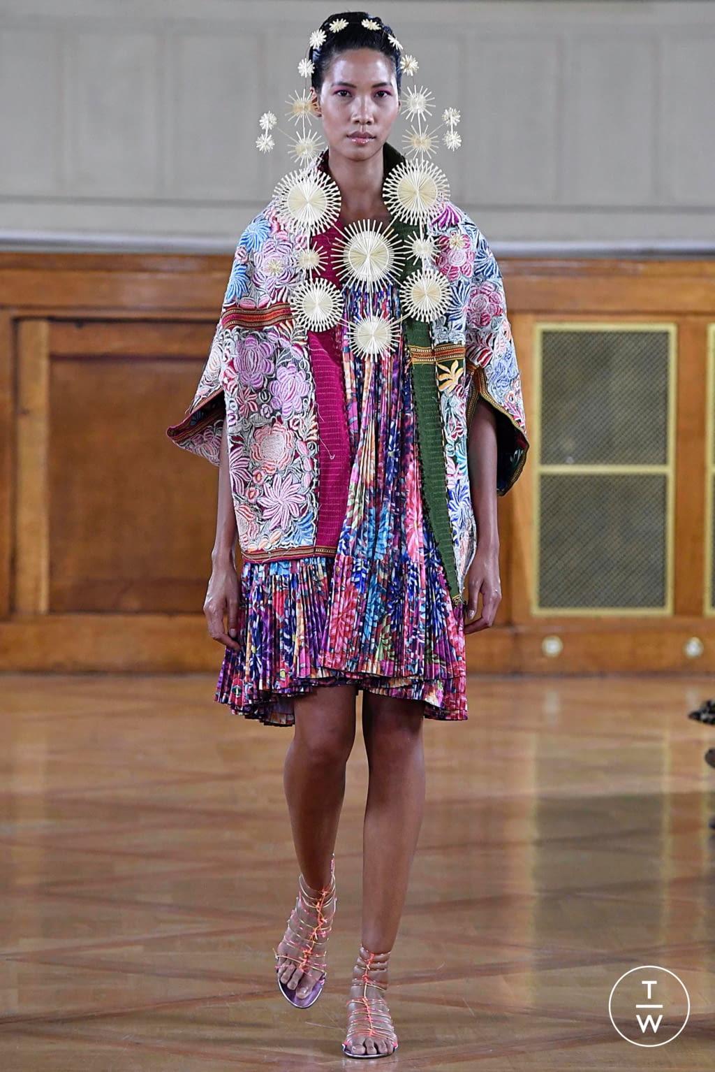 Fashion Week Paris Fall/Winter 2019 look 6 de la collection Maurizio Galante couture