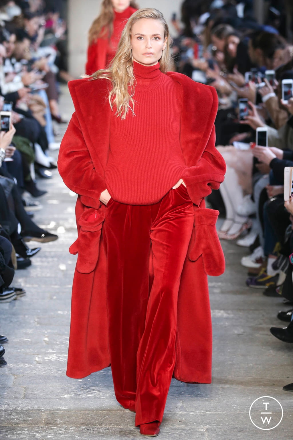Fashion Week Milan Fall/Winter 2017 look 1 from the Max Mara collection womenswear