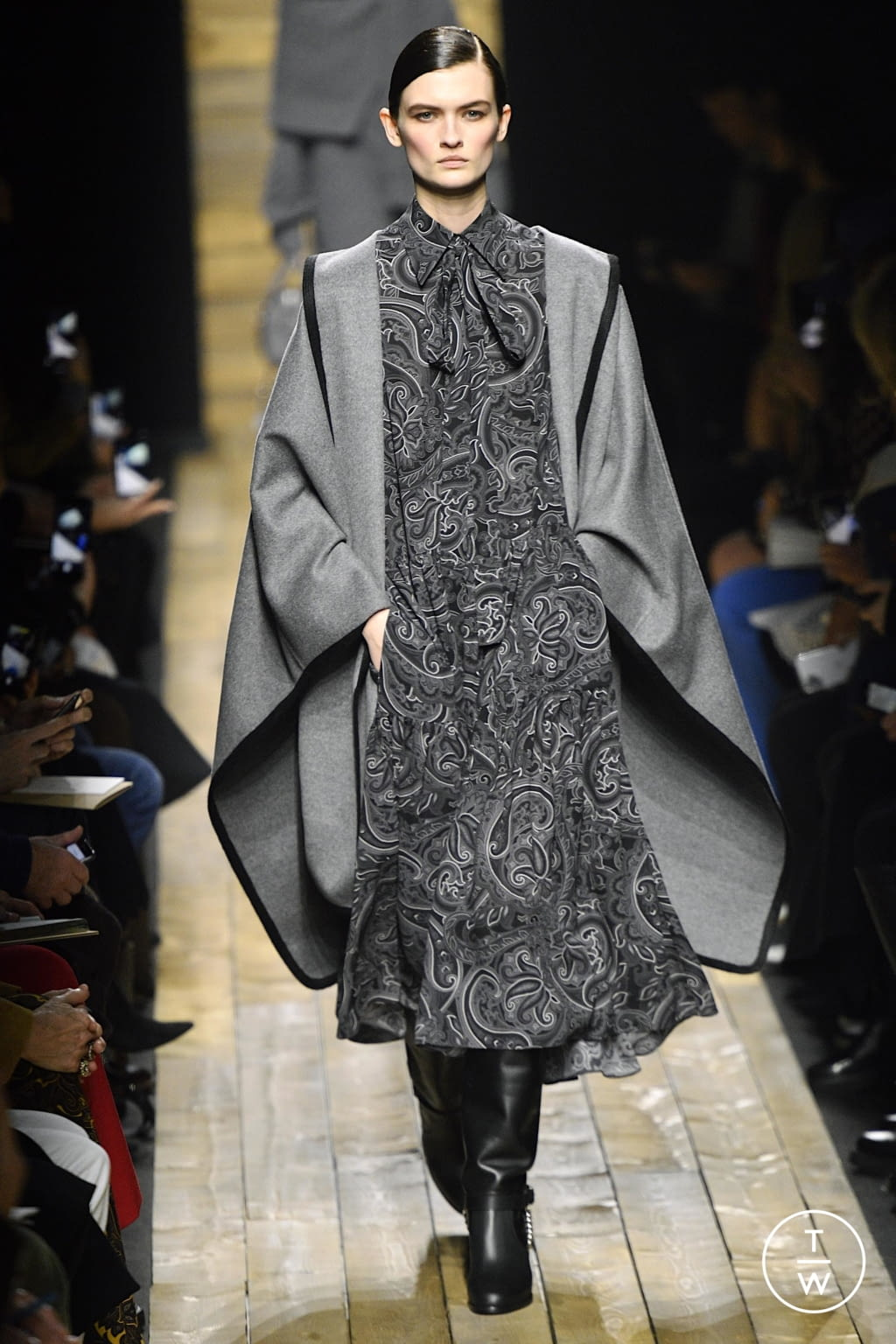 Fashion Week New York Fall/Winter 2020 look 2 from the Michael Kors Collection collection 女装