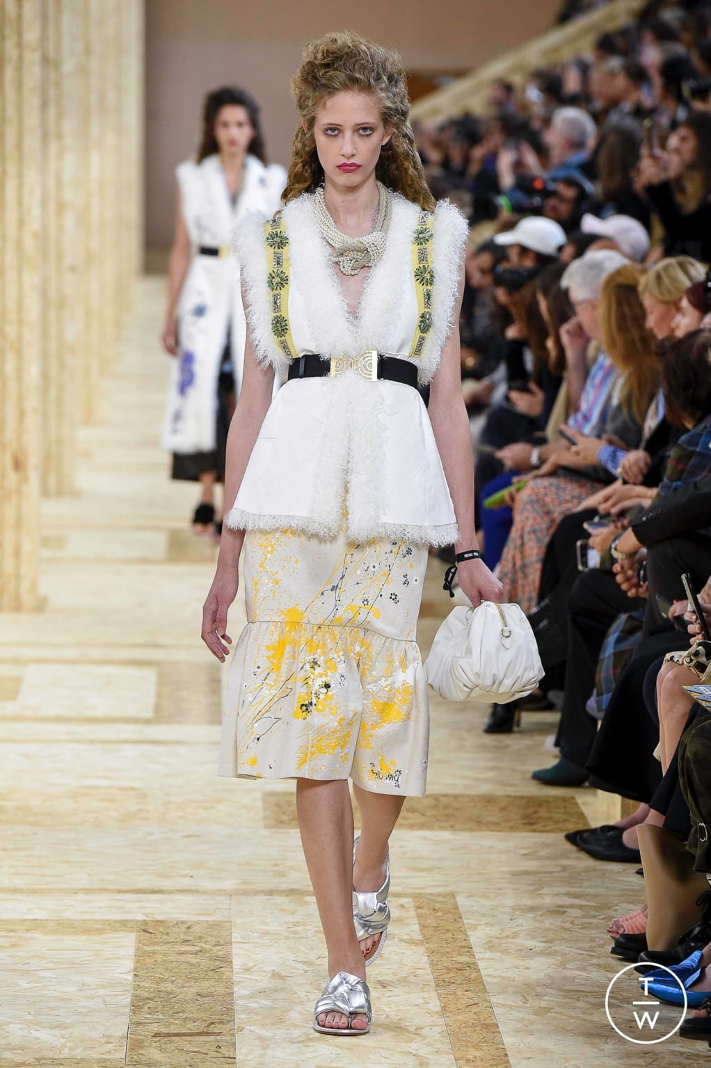Fashion Week Paris Spring/Summer 2020 look 44 from the Miu Miu collection 女装