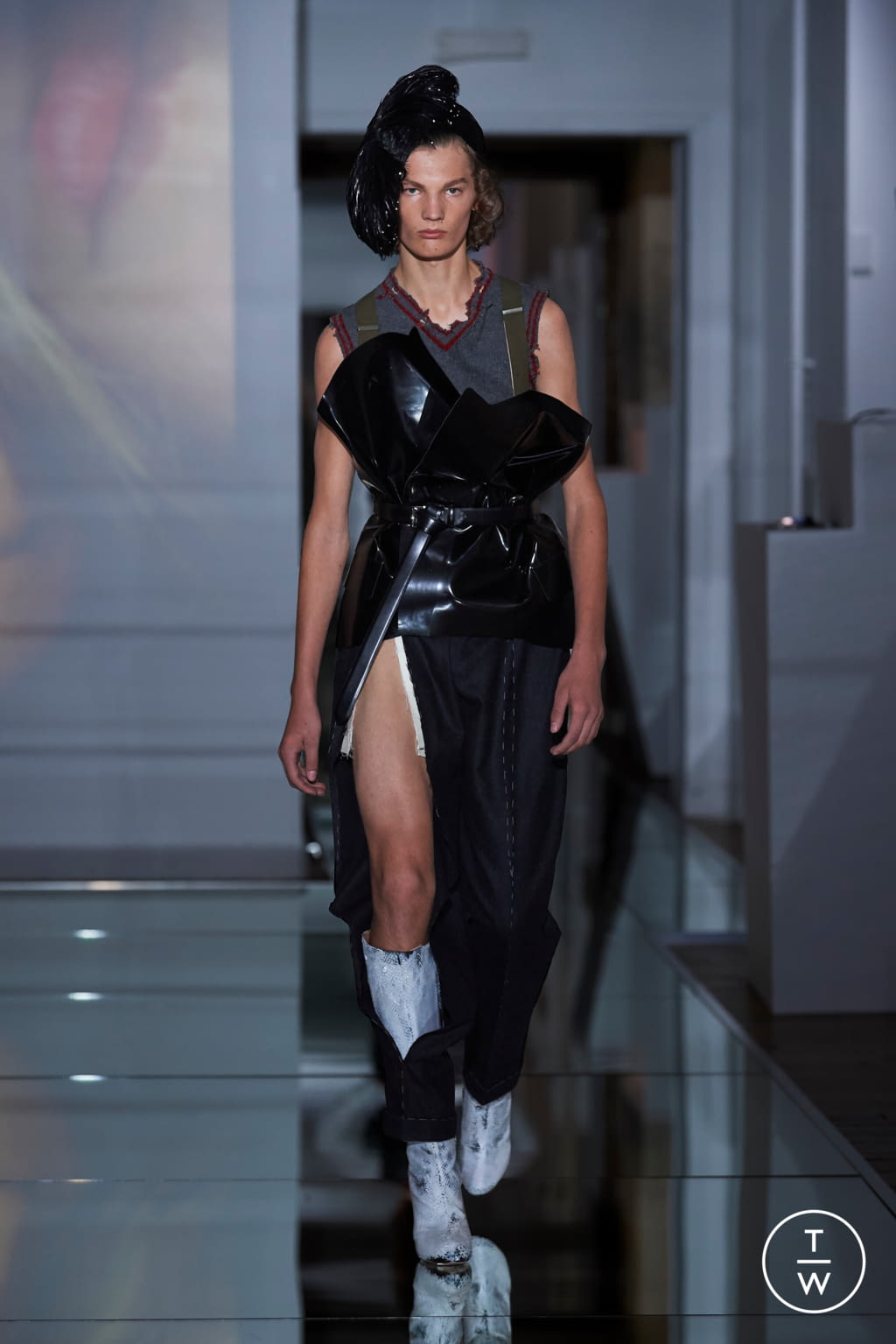 Fashion Week Paris Fall/Winter 2019 look 9 from the Maison Margiela collection couture