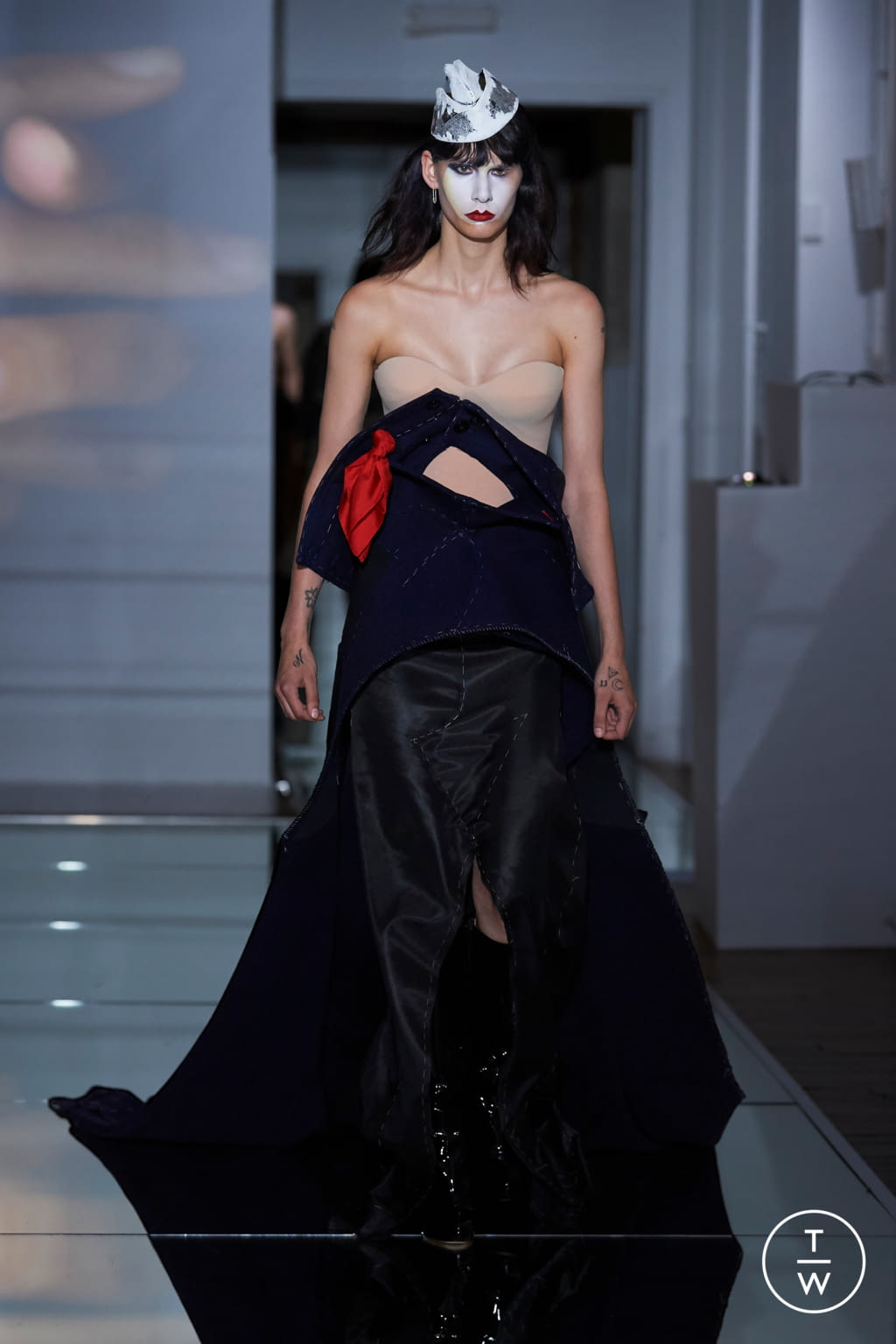 Fashion Week Paris Fall/Winter 2019 look 14 from the Maison Margiela collection couture