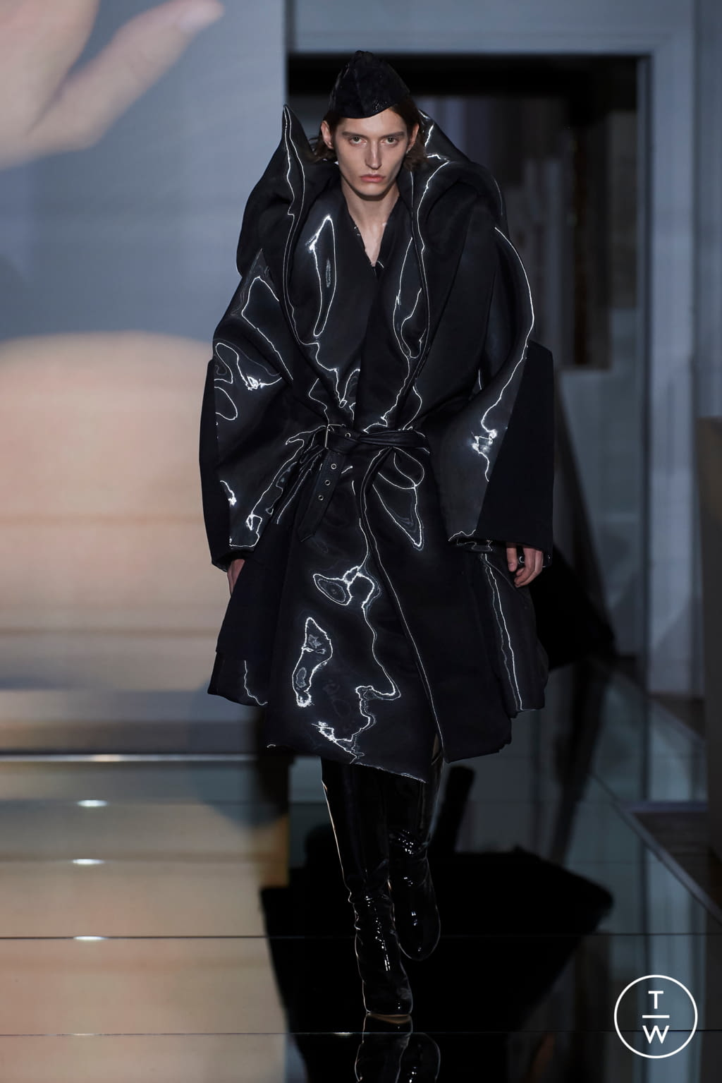 Fashion Week Paris Fall/Winter 2019 look 20 from the Maison Margiela collection couture