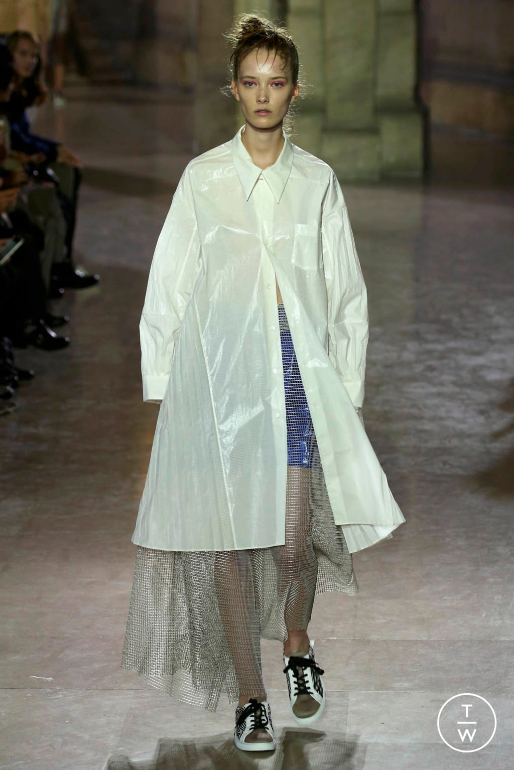 Fashion Week Paris Spring/Summer 2019 look 3 from the MOONYOUNGHEE collection 女装