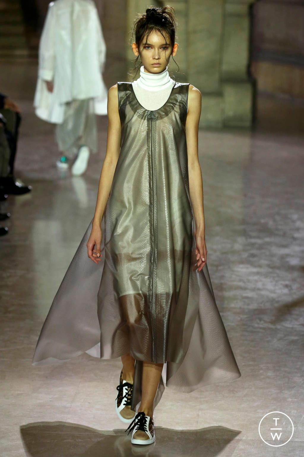 Fashion Week Paris Spring/Summer 2019 look 4 de la collection MOONYOUNGHEE womenswear
