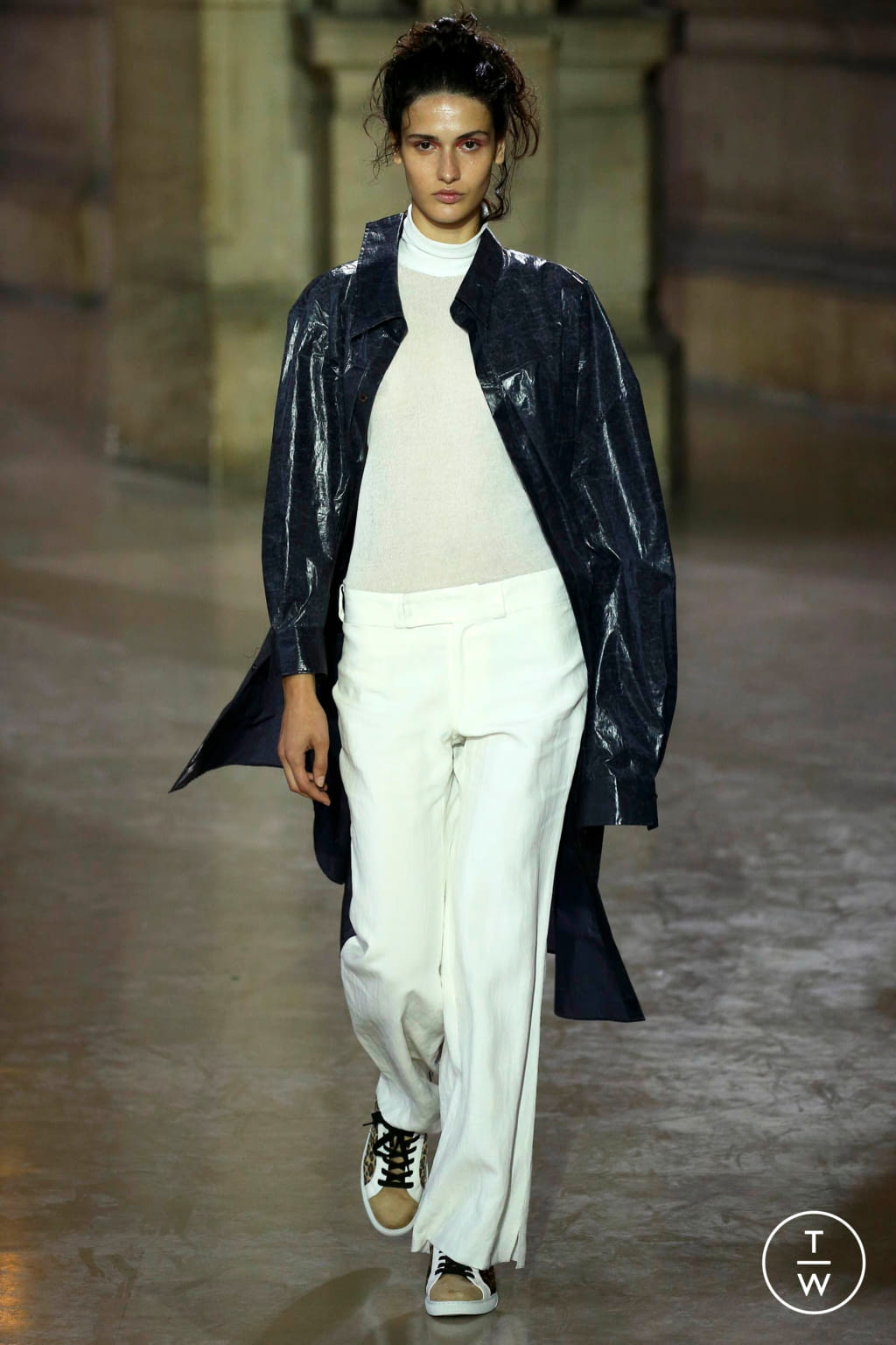 Fashion Week Paris Spring/Summer 2019 look 18 from the MOONYOUNGHEE collection 女装