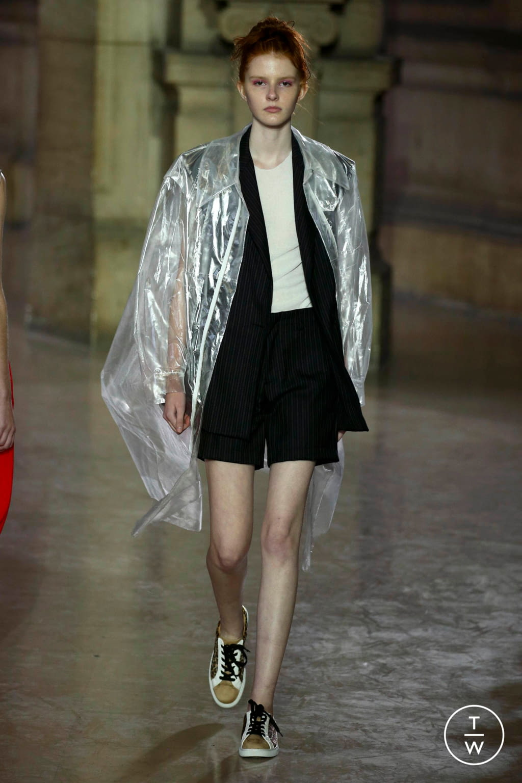 Fashion Week Paris Spring/Summer 2019 look 20 from the MOONYOUNGHEE collection 女装