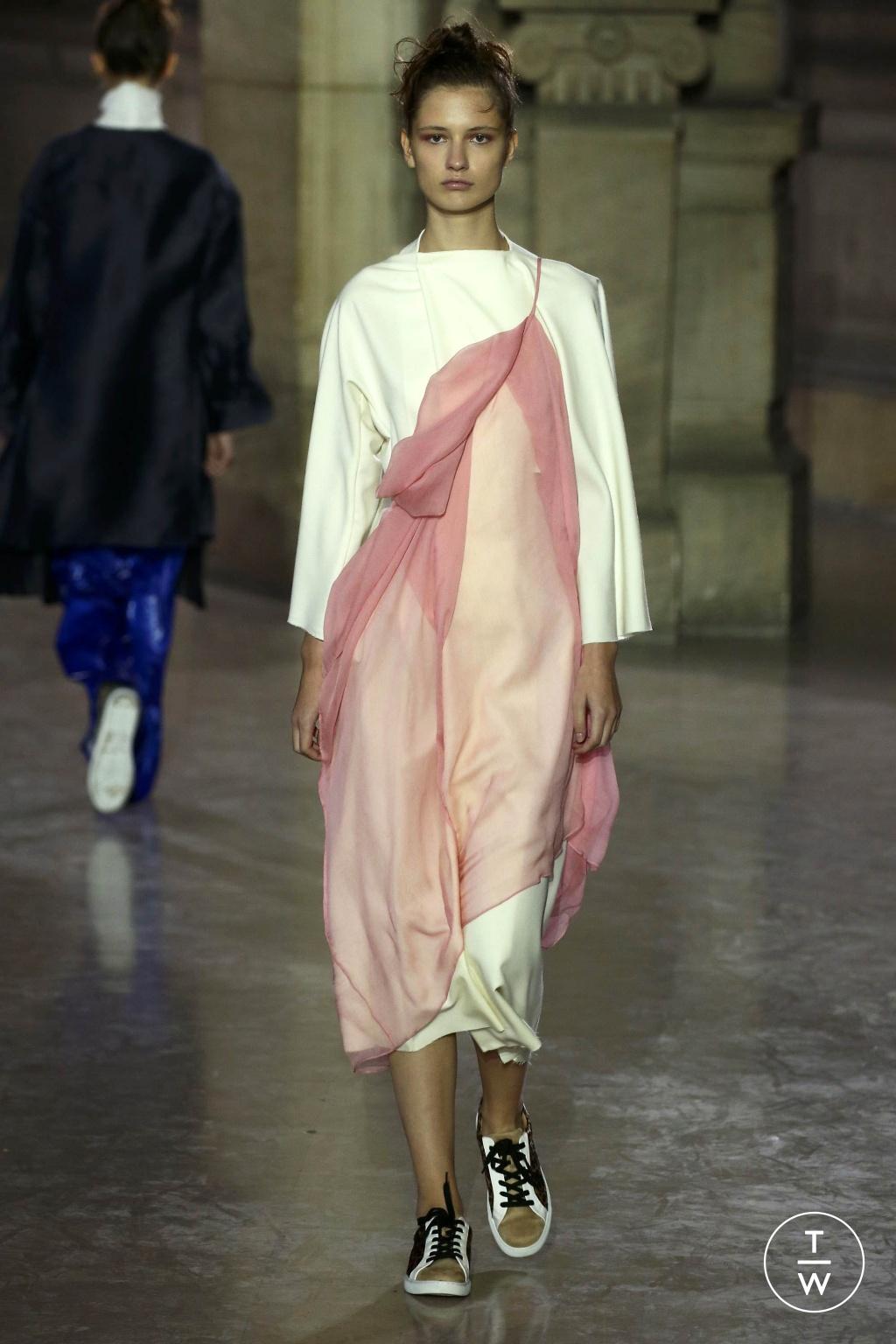 Fashion Week Paris Spring/Summer 2019 look 30 de la collection MOONYOUNGHEE womenswear
