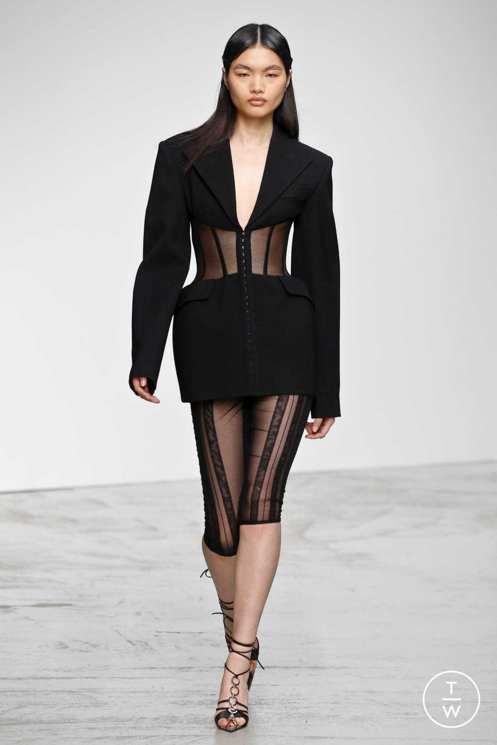 Fashion Week Paris Spring/Summer 2020 look 6 from the Mugler collection womenswear